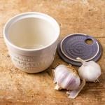 Mason Cash Innovative Kitchen Garlic Store & Grater