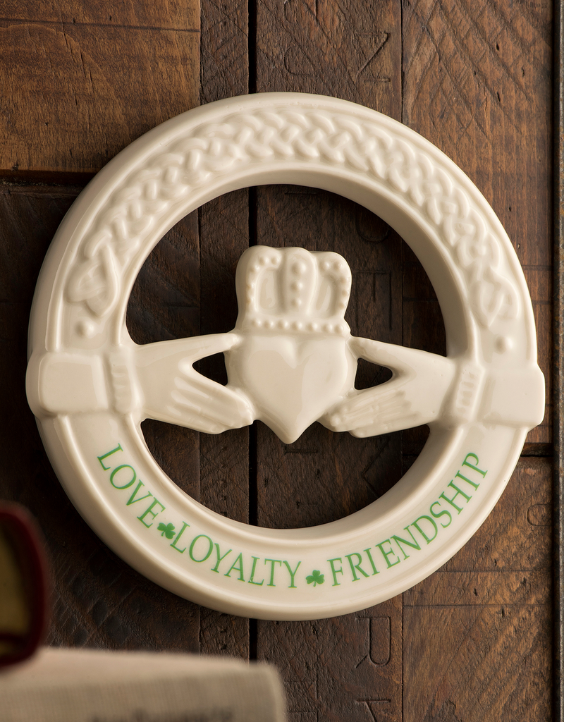 PLAQUES & GIFTS BELLEEK CLADDAGH WALL PLAQUE