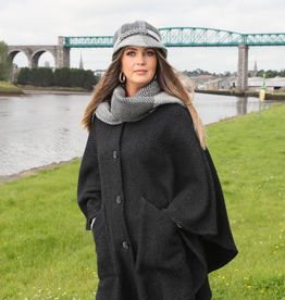 CAPES & RUANAS BRANIGAN WEAVERS TINA CAPE - Killybegs Nat Black
