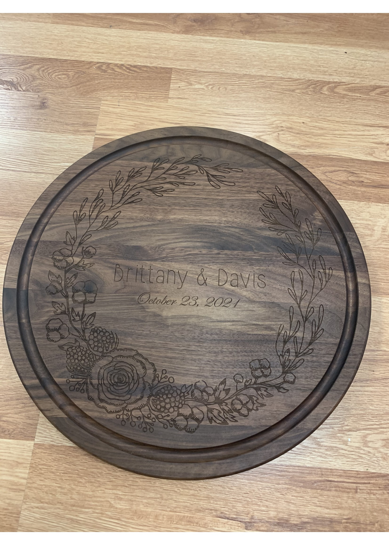 bigwood boards Wedding Wreath Cutting Board