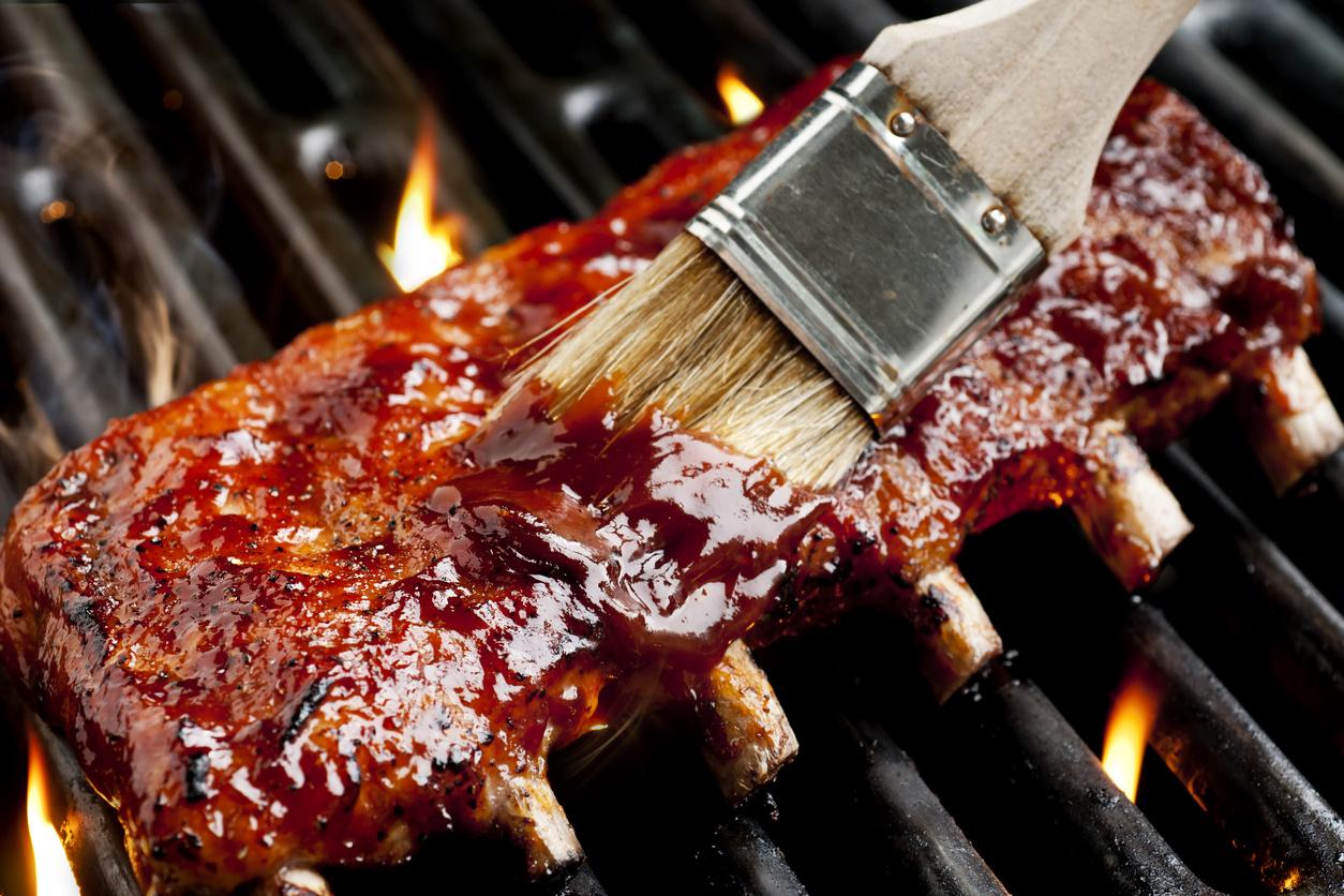 BBQ Sauce vs Rubs: What's Better for Your Tastebuds?