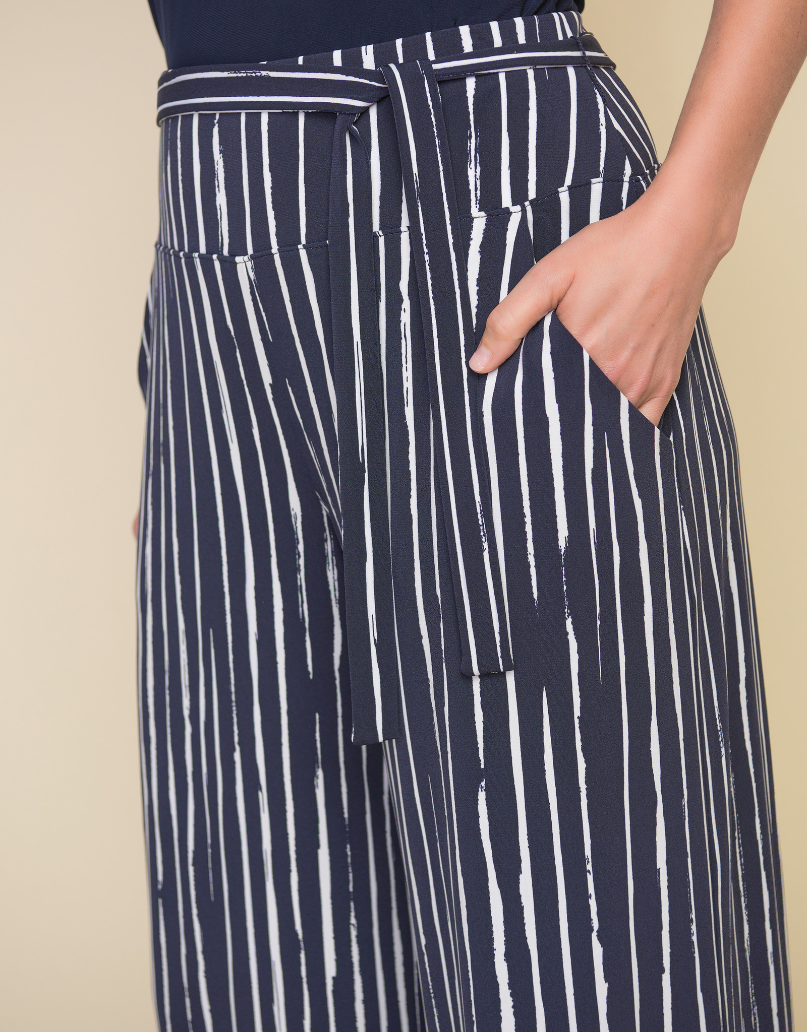 Joseph Ribkoff Joseph Ribkoff 212102 Pull On Cropped Pant with Pockets and a Belt
