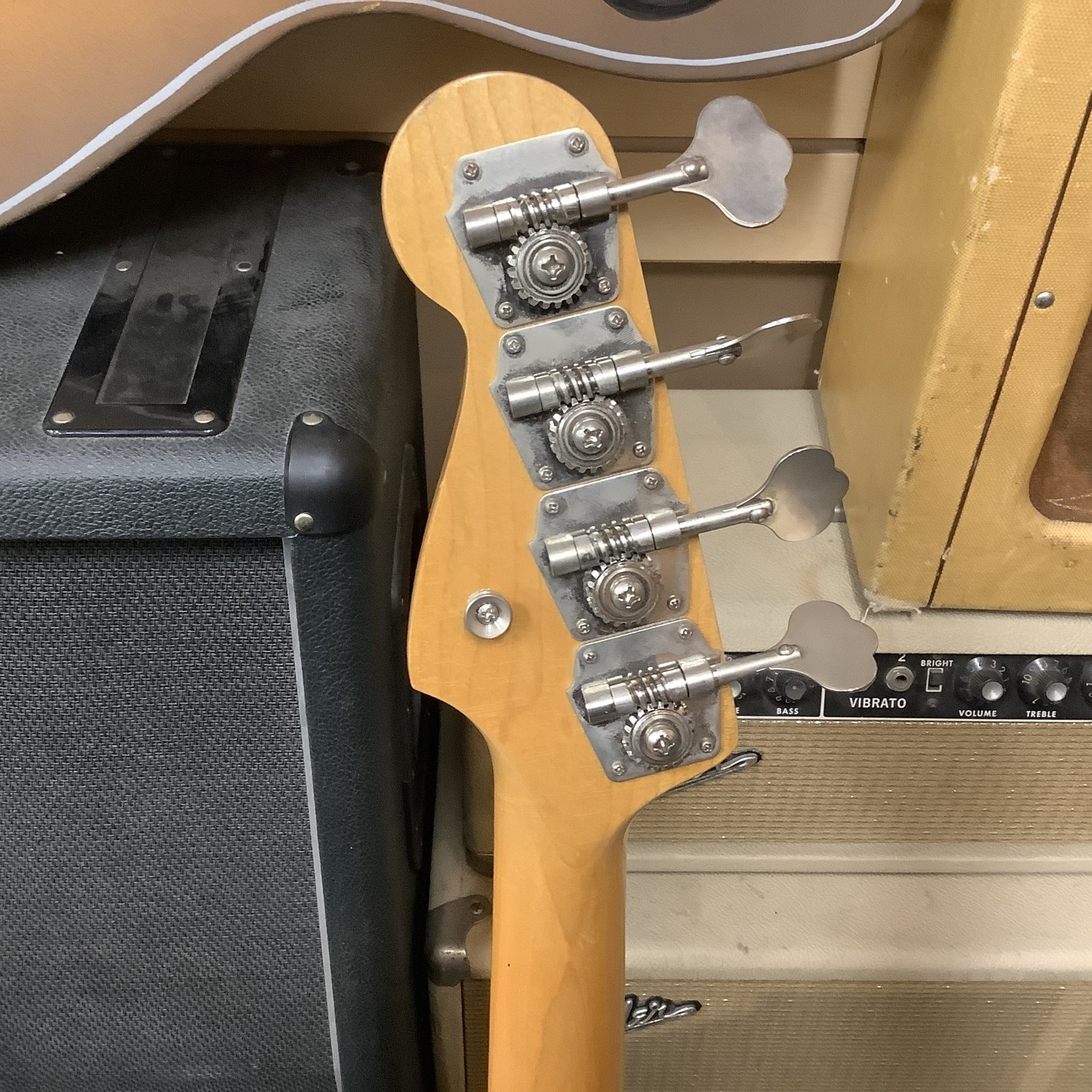 Fender 1966 Fender Precision Bass Lake Placid Blue