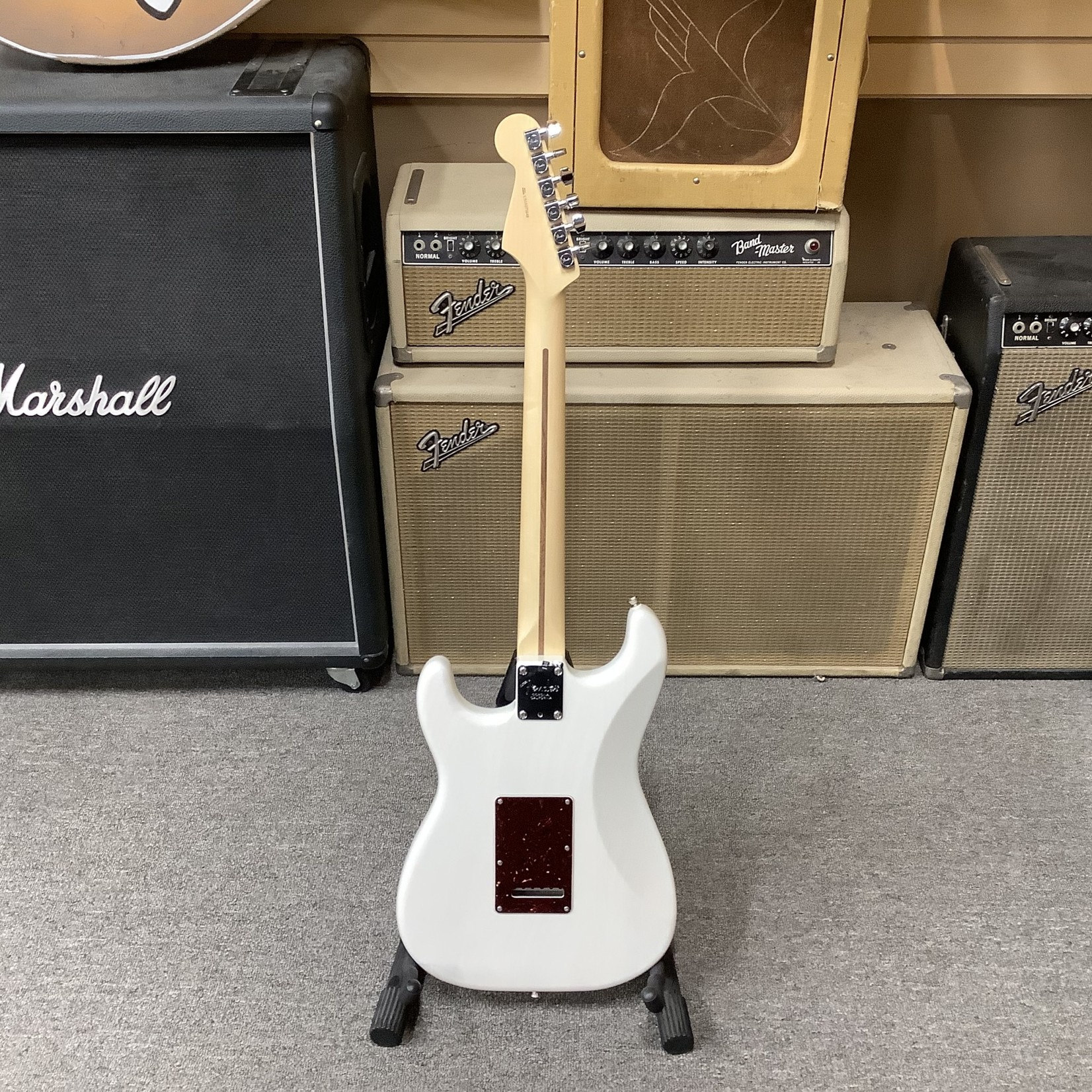"Fender Limited Edition Fender Stratocaster White ""Channel Bound"""