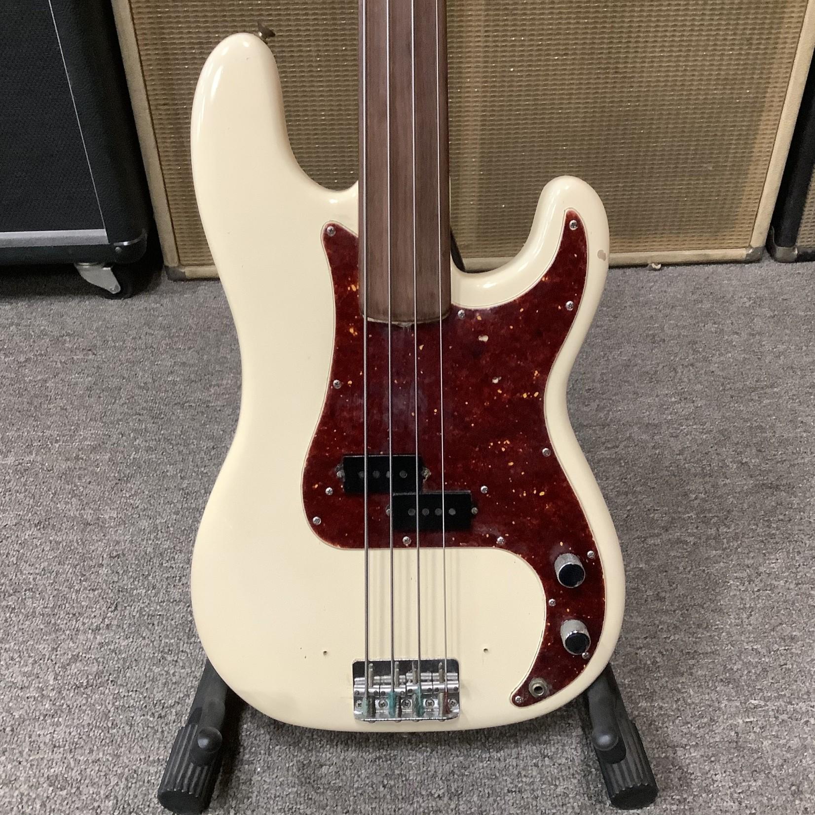 Fender 1969 Fender Fretless P-Bass White