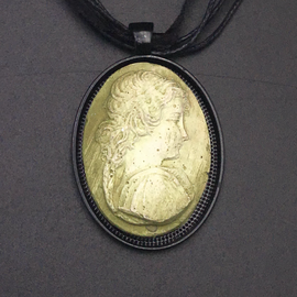 Victorian Girl Abigail Necklace