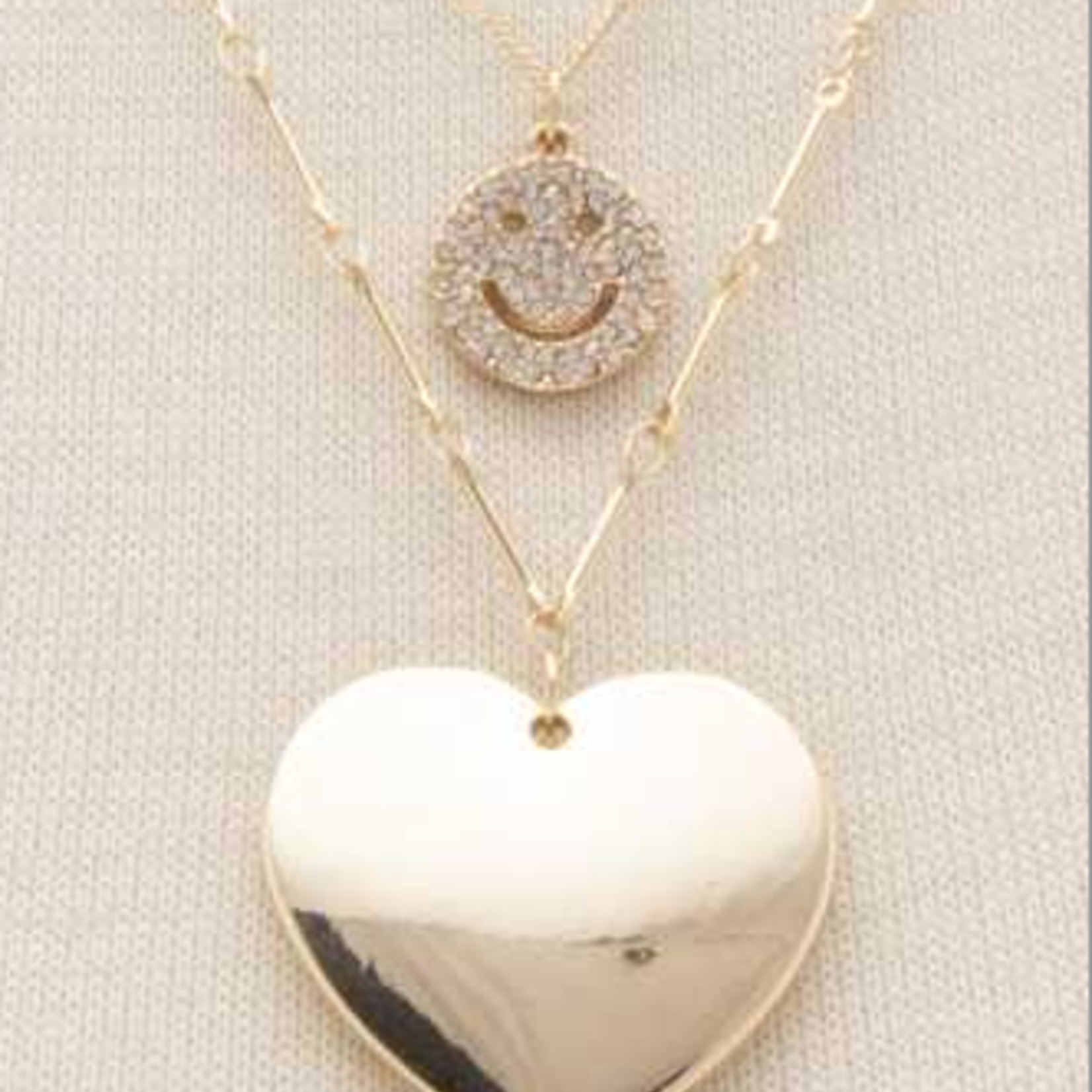 Joia Smiley Heart Necklace