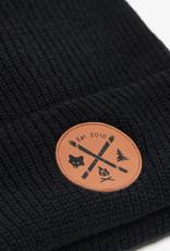 ARSENO Tuque noire 100% acrylique avec écusson cuirette imprimée