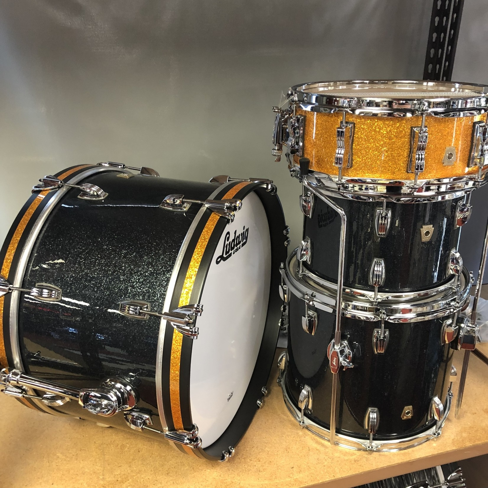 """Ludwig LUDWIG CLASSIC MAPLE """"EL CAMINO"""" 4-PC SHELL PACK 12/14/20/14s (BLACK SPARKLE W/ GOLD SPARKLE ACCENTS)"""