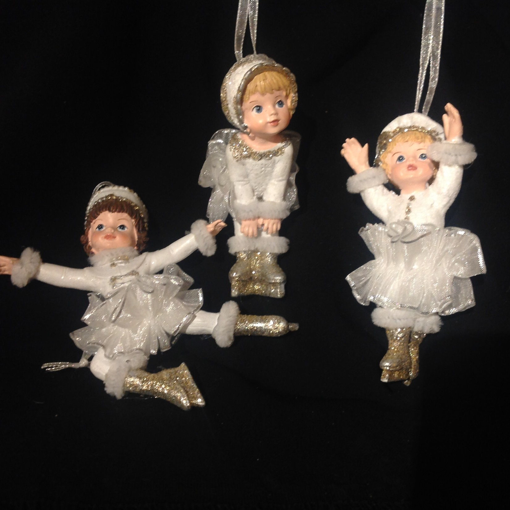 Silver/White Little Skaters Orn 3A