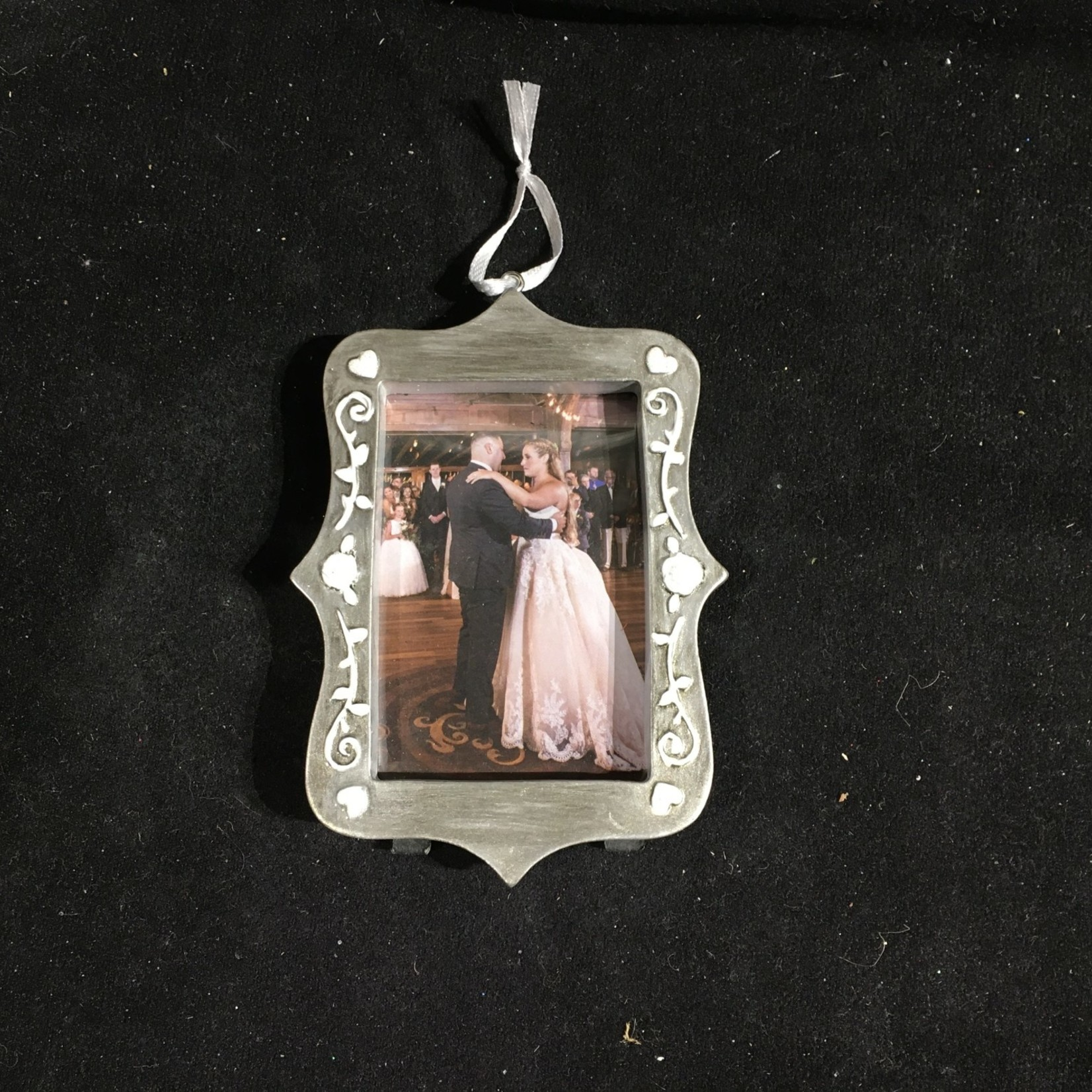 **Pewter Look Picture Frame Orn