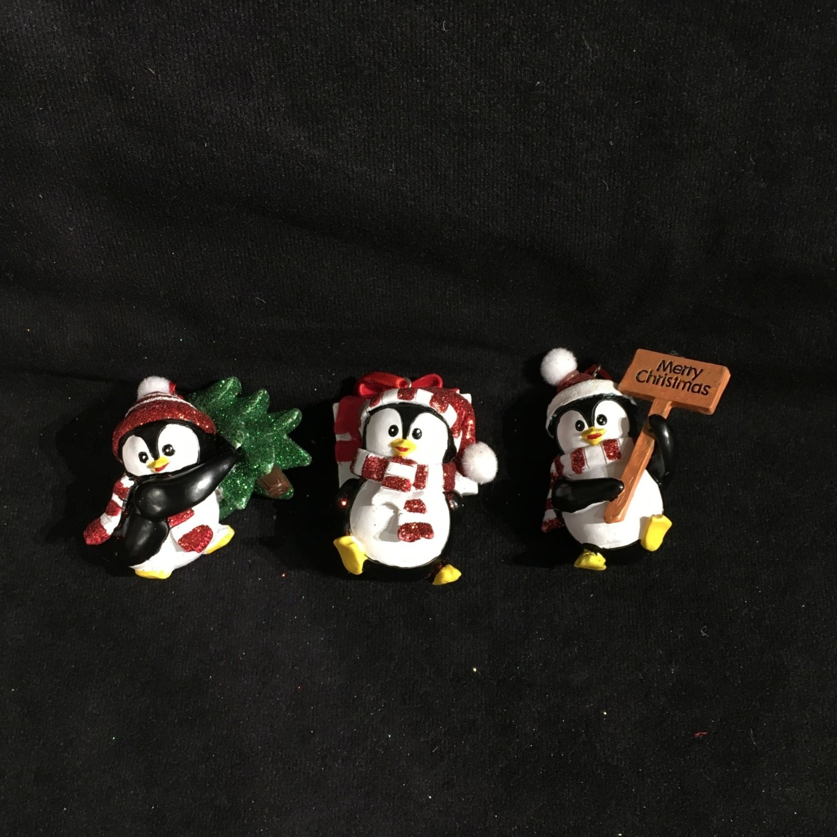 Penguin w/Hat & Scarf Orn 3A