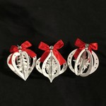 """**5.5"""" White Wood Orn w/Red Bow 3A"""