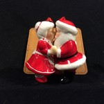 Kissing Santa & Mrs Claus Orn