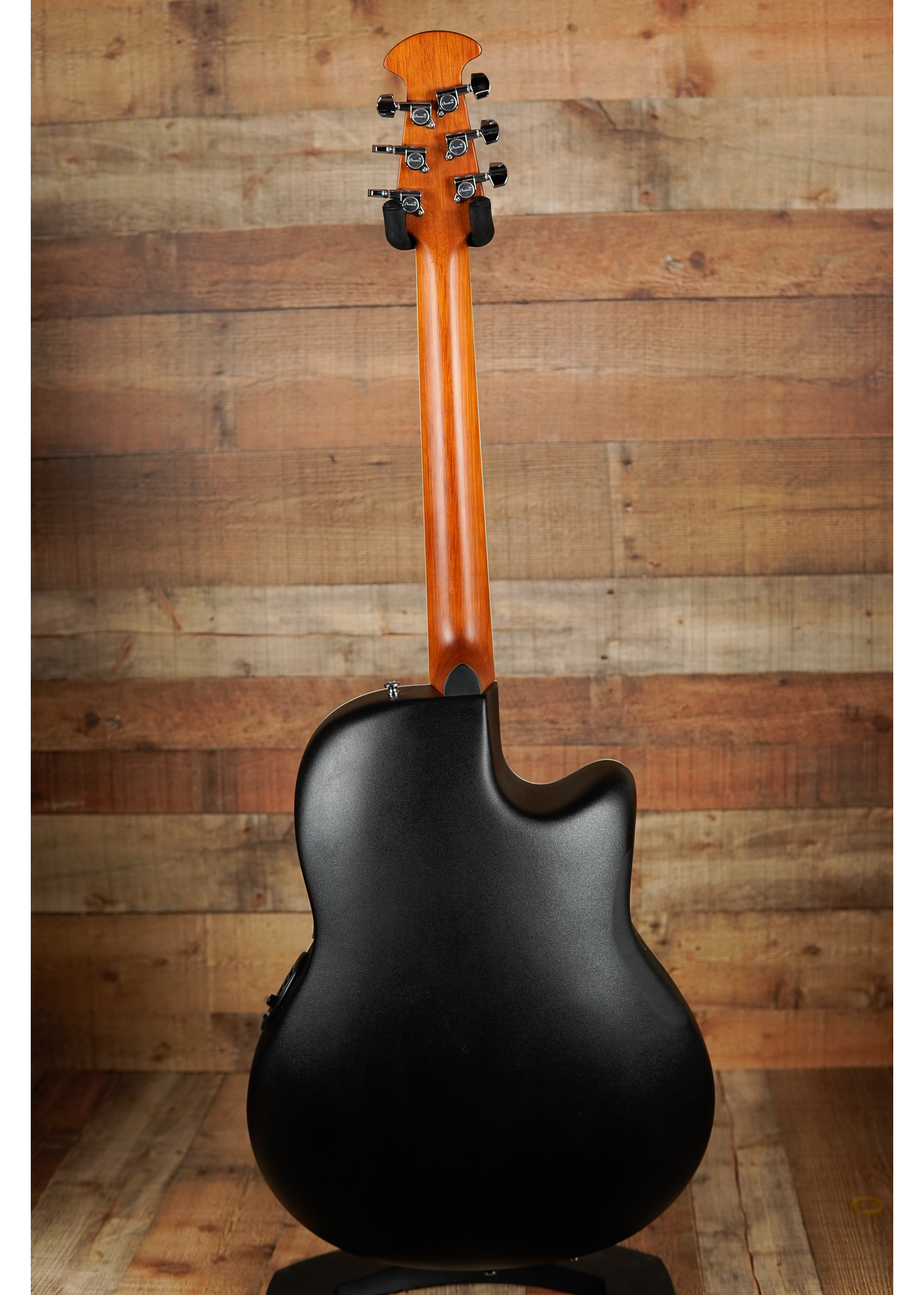 Ovation Ovation Celebrity Standard E-Acoustic Guitar CS24L-4, CS/Cutaway, Natural, Lefty. Mid-Depth