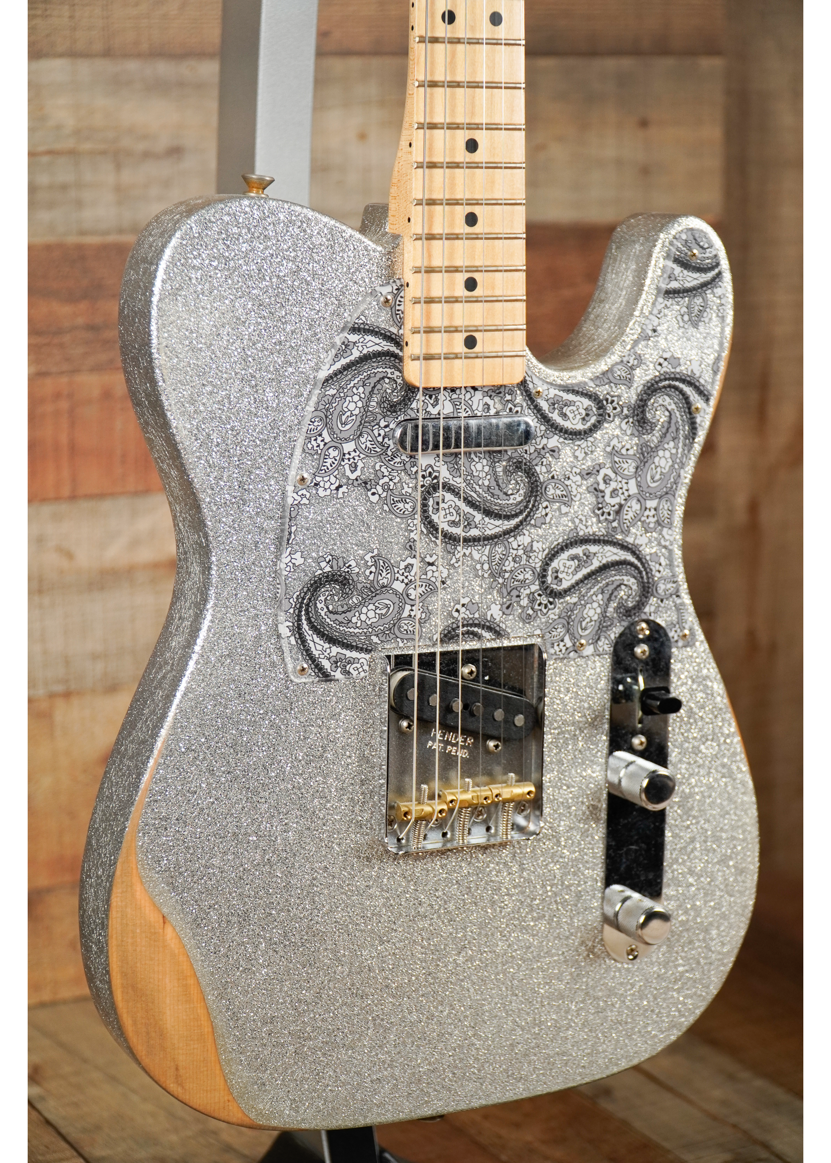 Fender Fender  Brad Paisley Road Worn Telecaster®, Maple Fingerboard Silver Sparkle