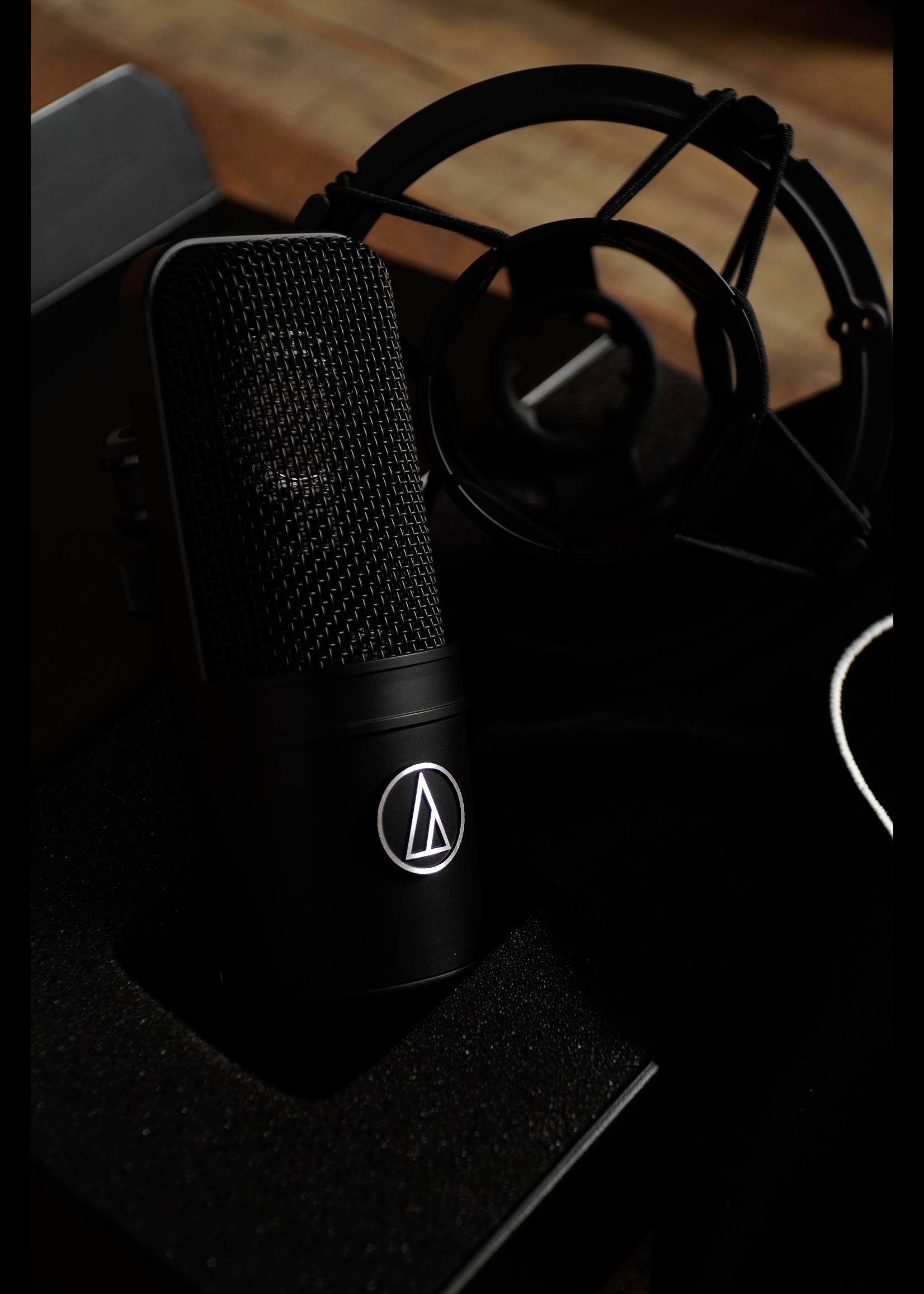 Audio-Technica Audio-Technica AT4040 Large Diaphragm Cardioid Condenser Microphone