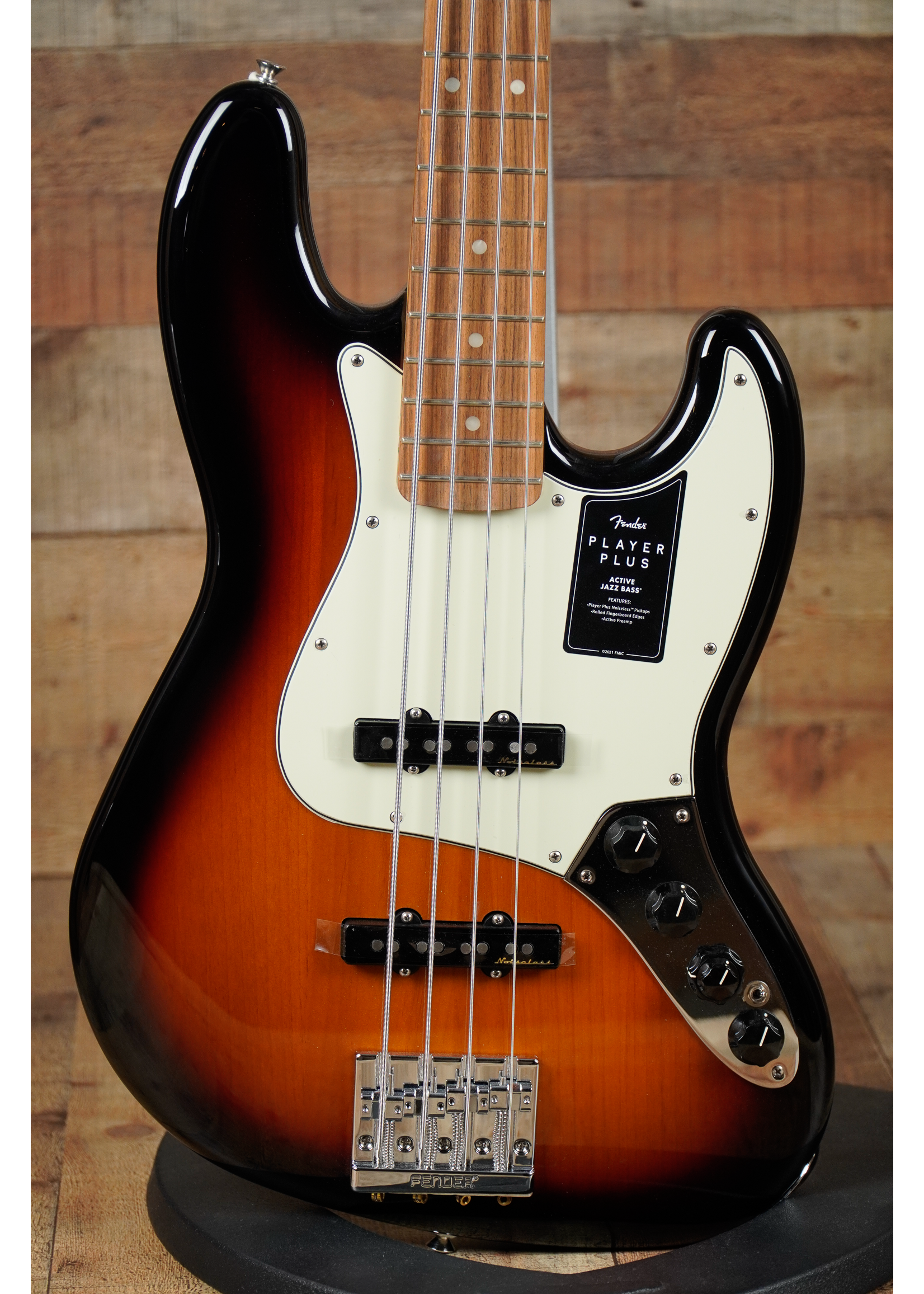 Fender Fender Player Plus Jazz Bass®, Pau Ferro Fingerboard, 3-Color Sunburst