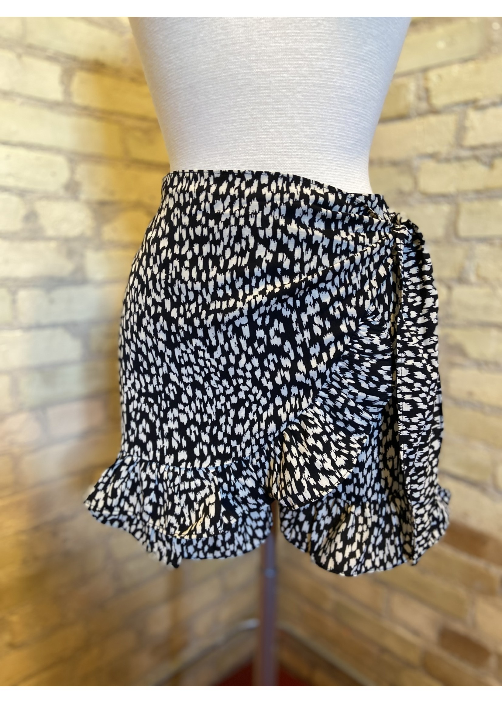 By Together Overlapped Ruffle Short