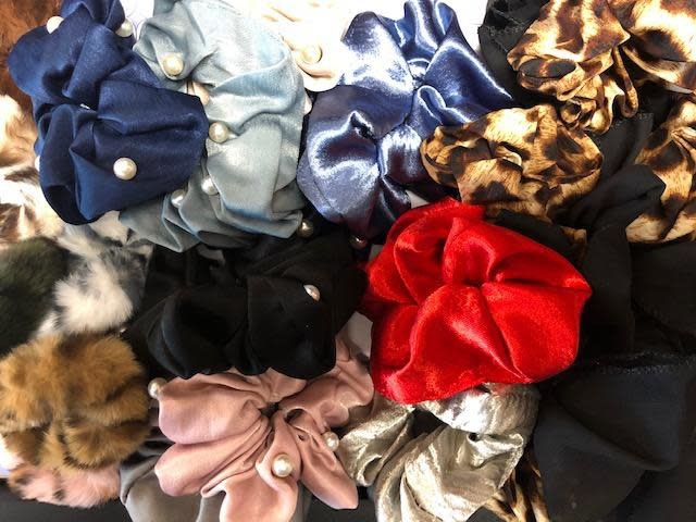 Scrunchie made of fabric, Assorted.