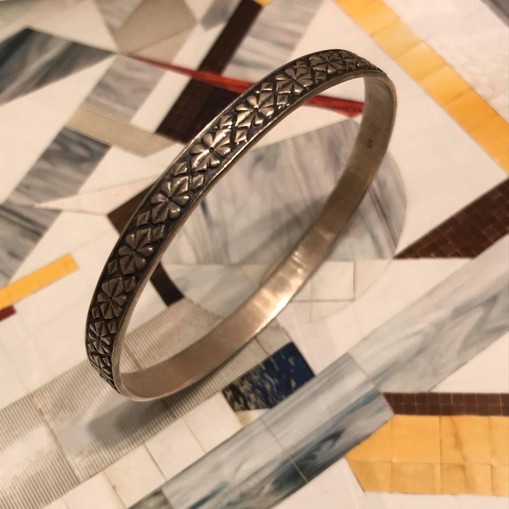 Himatsingka Jewelry Himatsingka Jewelry Frieze Silver Bangle