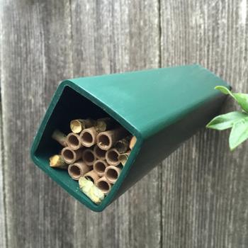 HOUSES CROWN BEES BEE HAVEN GREEN W/BEE CERTIFICATE