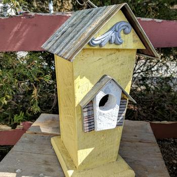 HOUSES NATURE CREATIONS BARN WOOD BIRD HSE W/TIN ROOF #47 YELLOW
