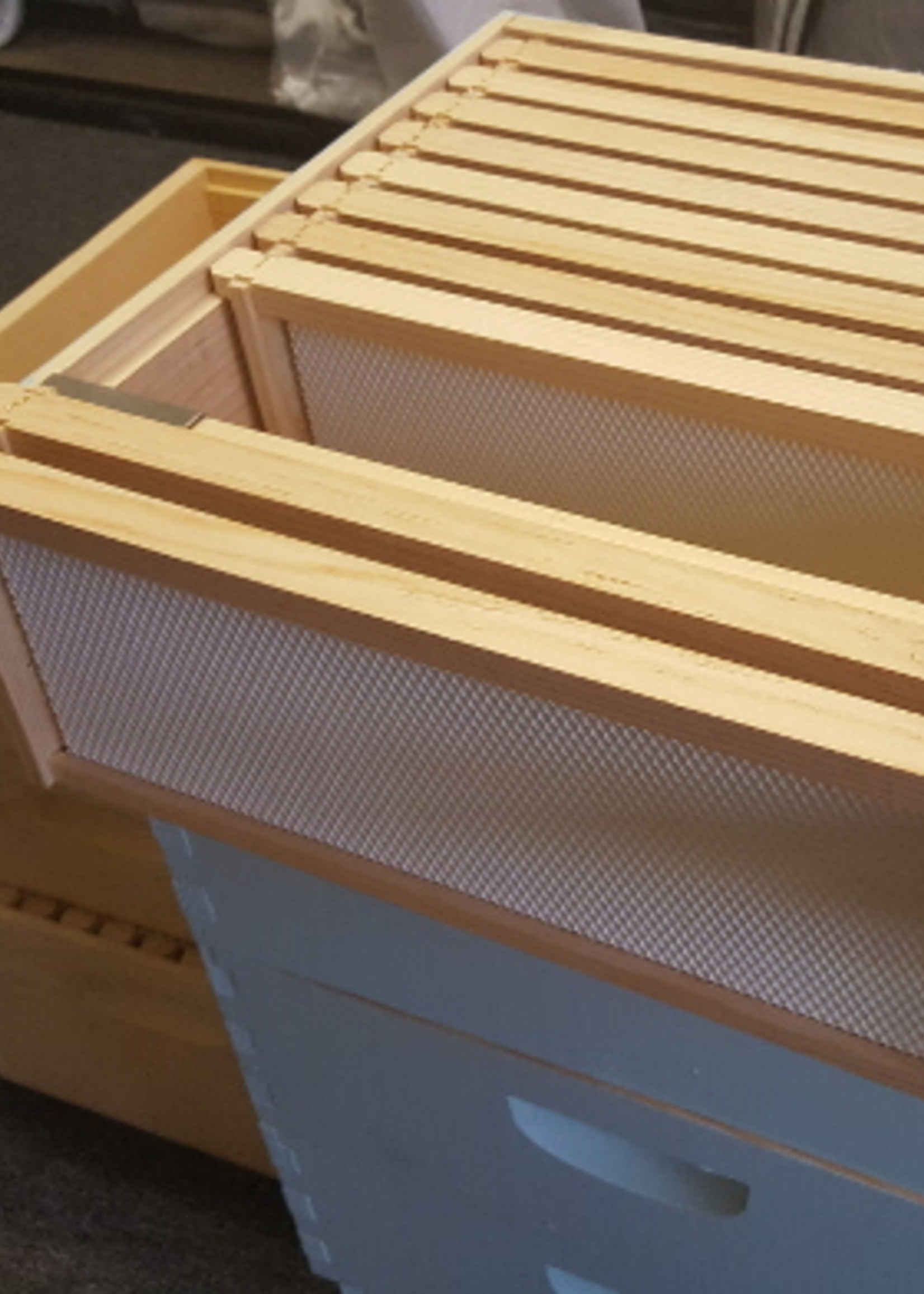 Hive Tools 2 piece Frame Perch