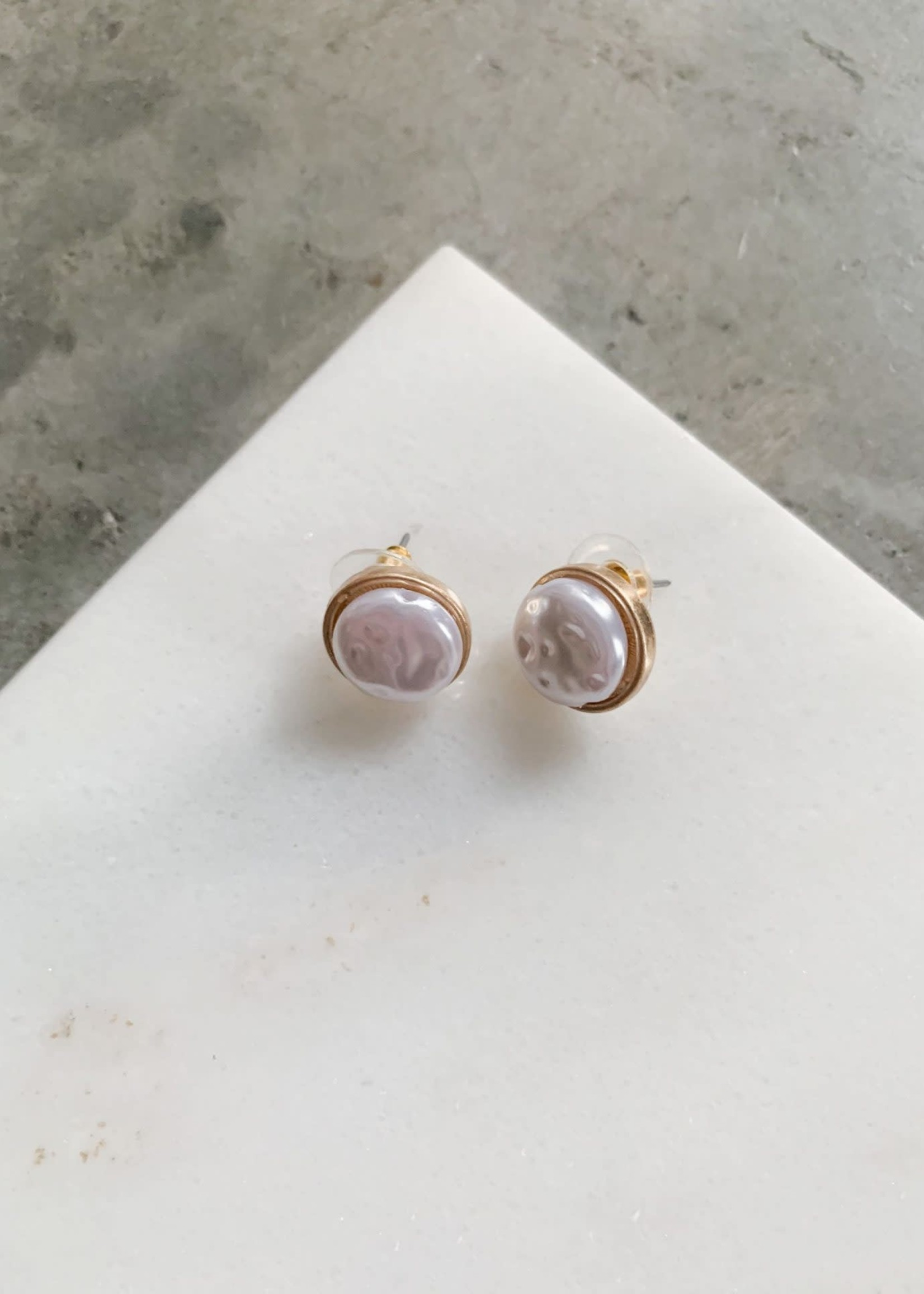 Elitaire Boutique Pearl Stud