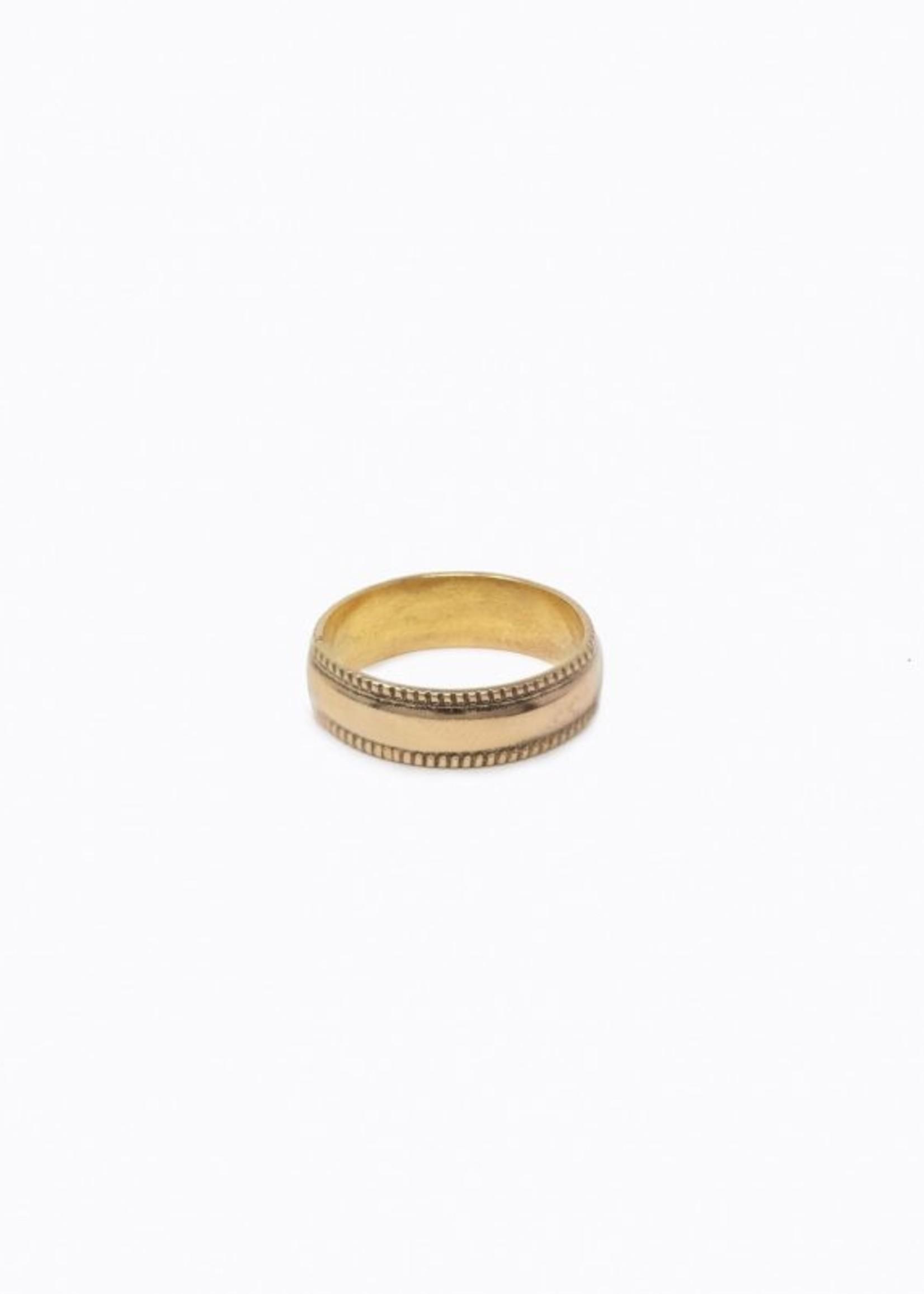 Elitaire Boutique Column Ring