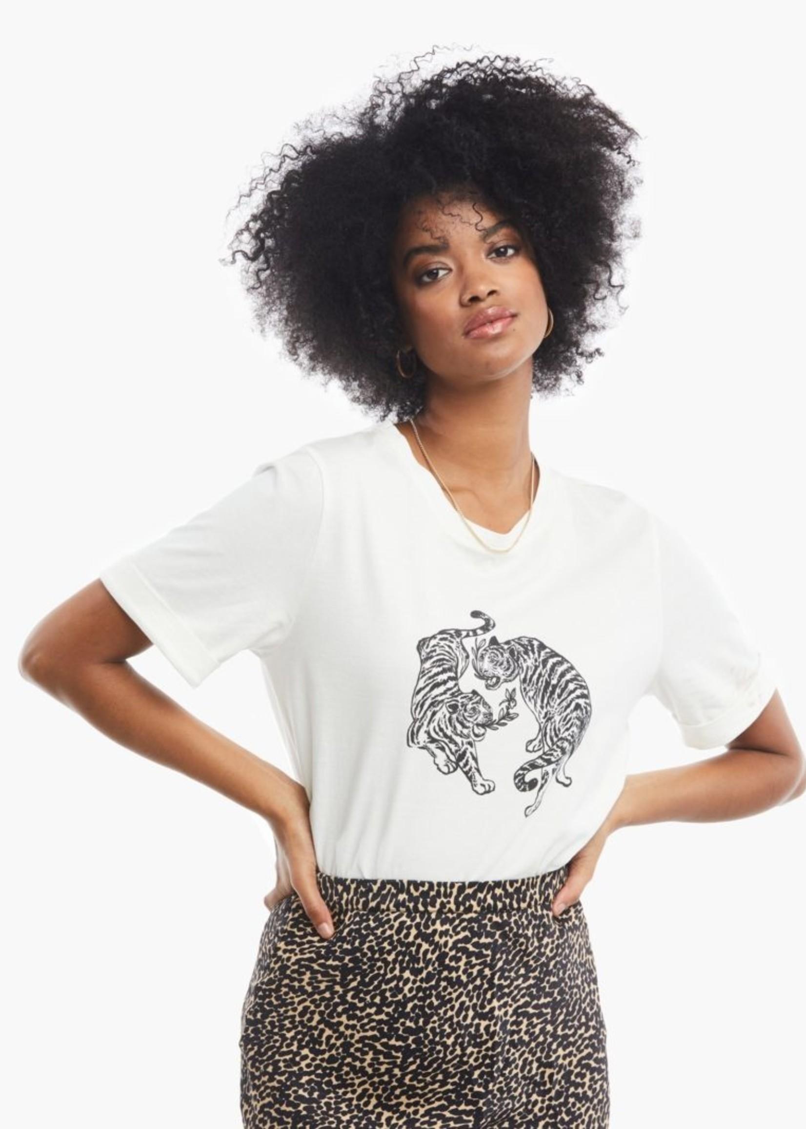 Elitaire Boutique Gloria Tiger Graphic Tee