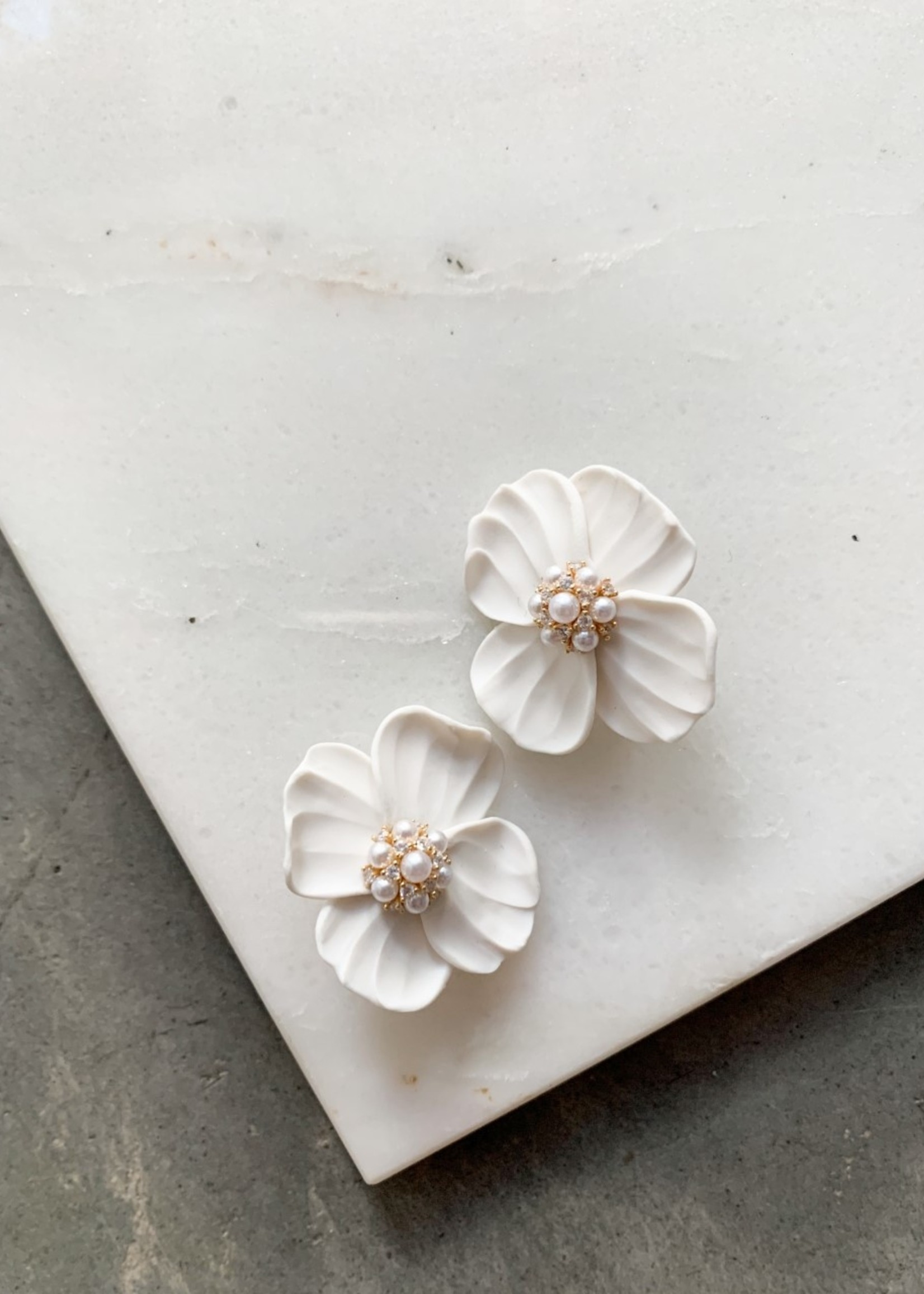 Elitaire Boutique Pearl Icing