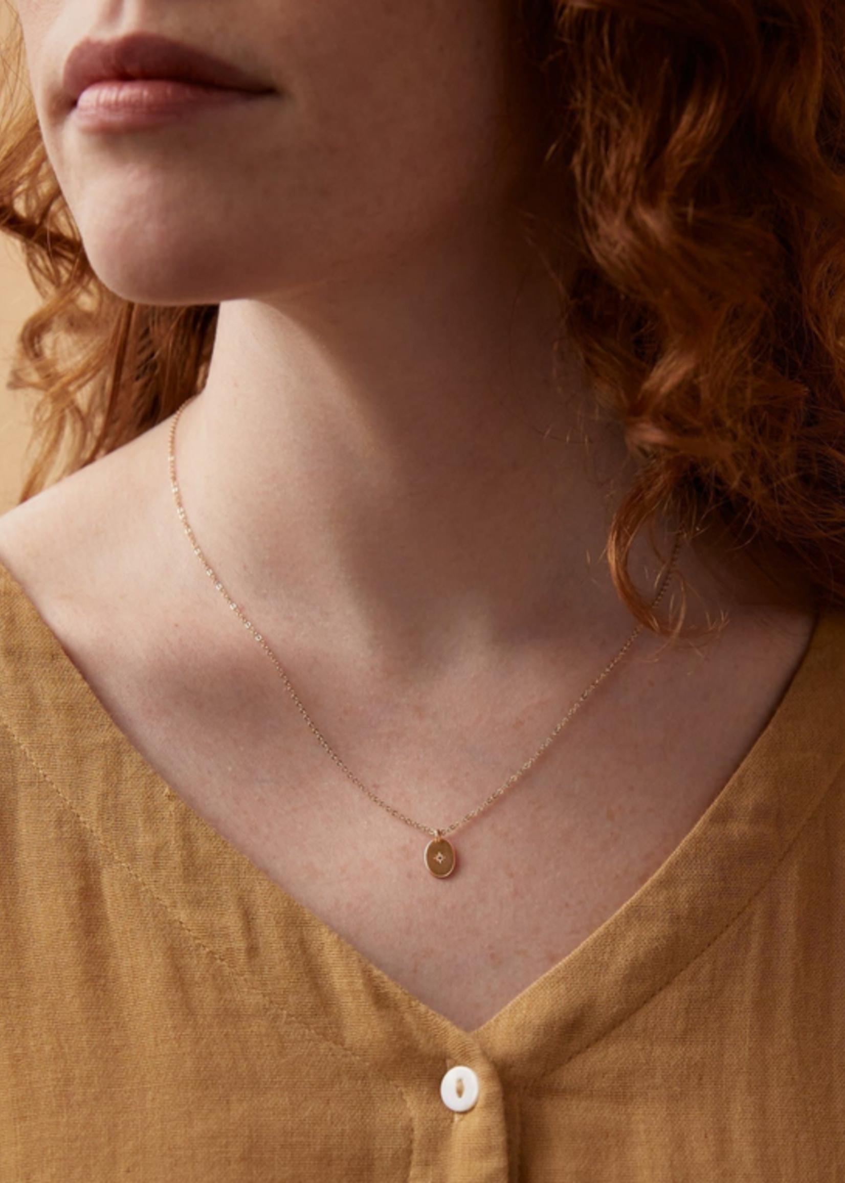 Elitaire Boutique Dainty Oval Necklace