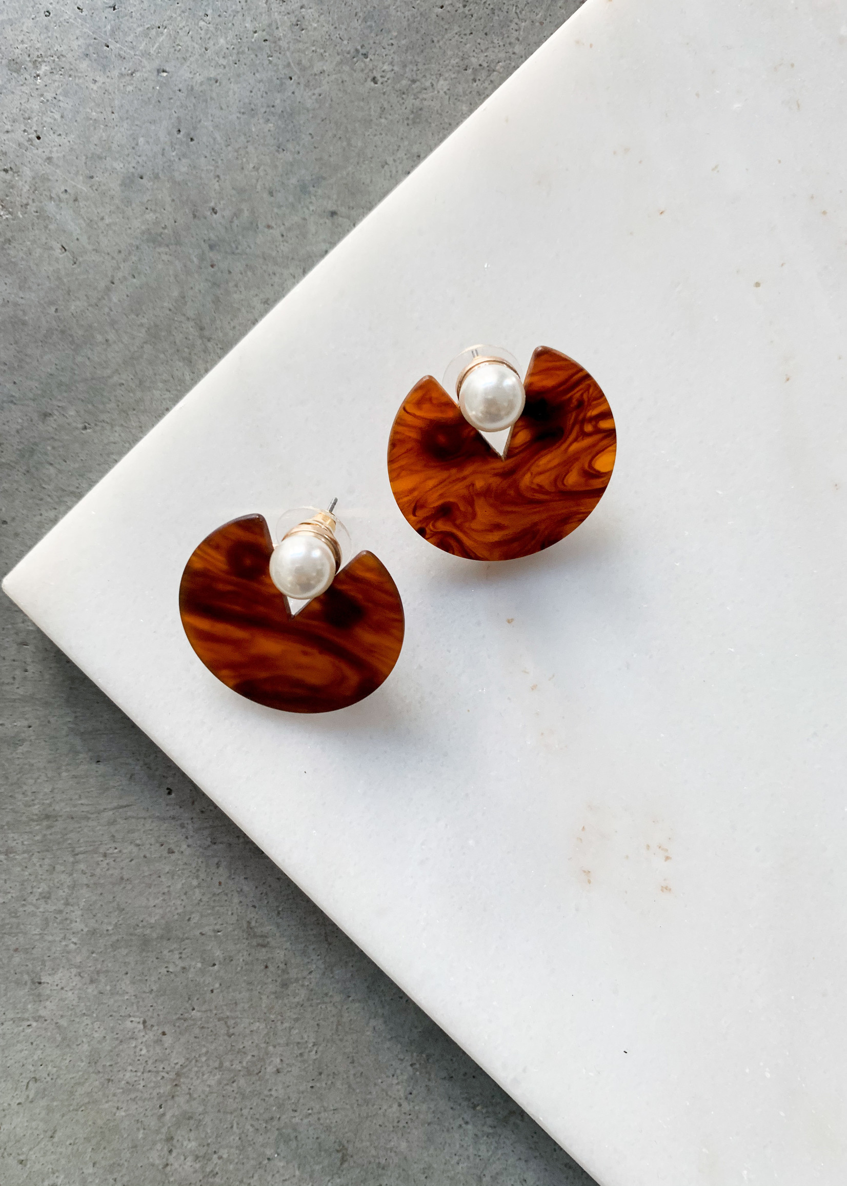 Elitaire Boutique Pearl Oyster Acrylic Earring