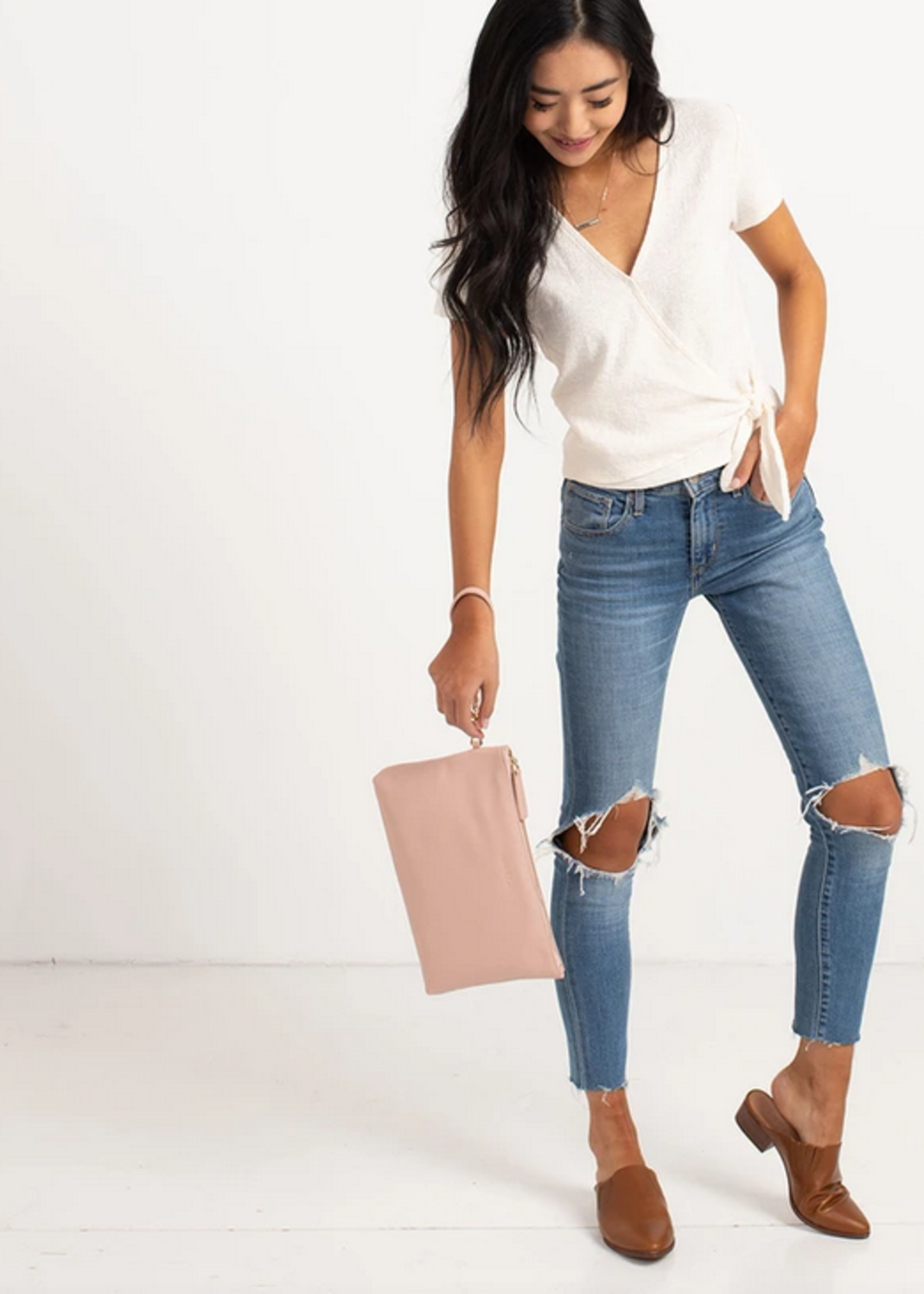 Elitaire Petite The Changing Clutch - Blush