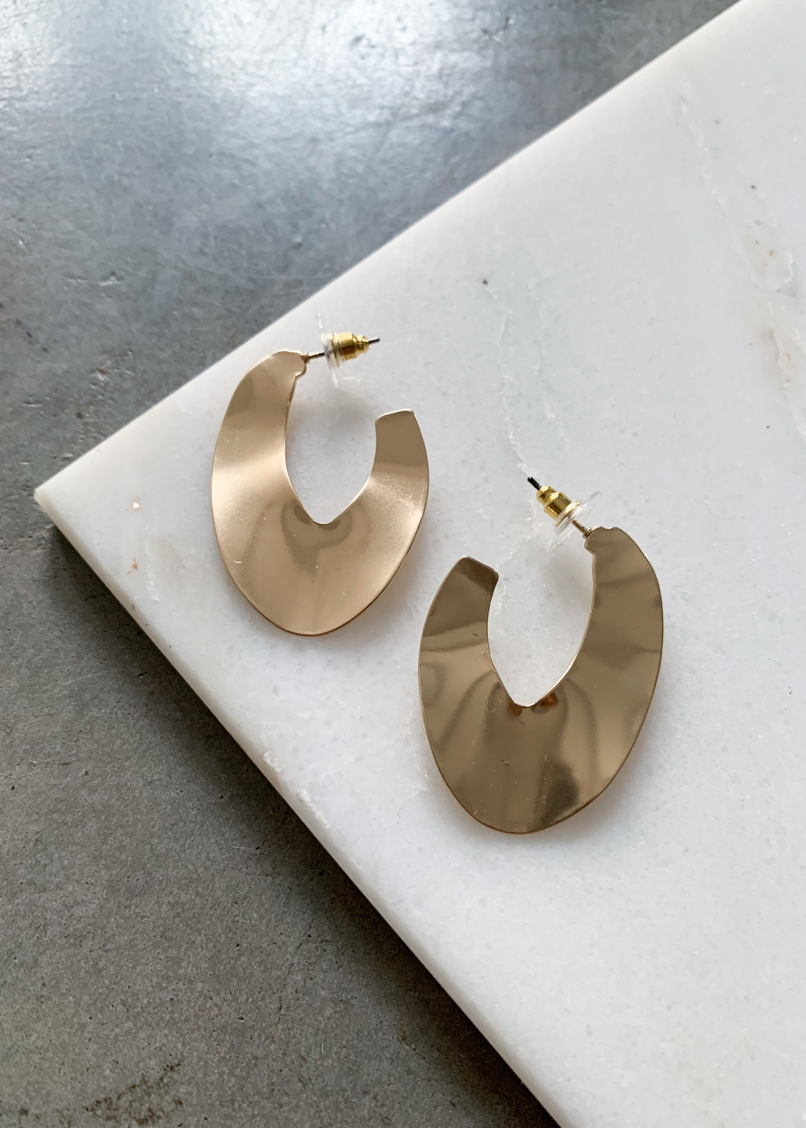 Elitaire Boutique Oval Waved Hoops