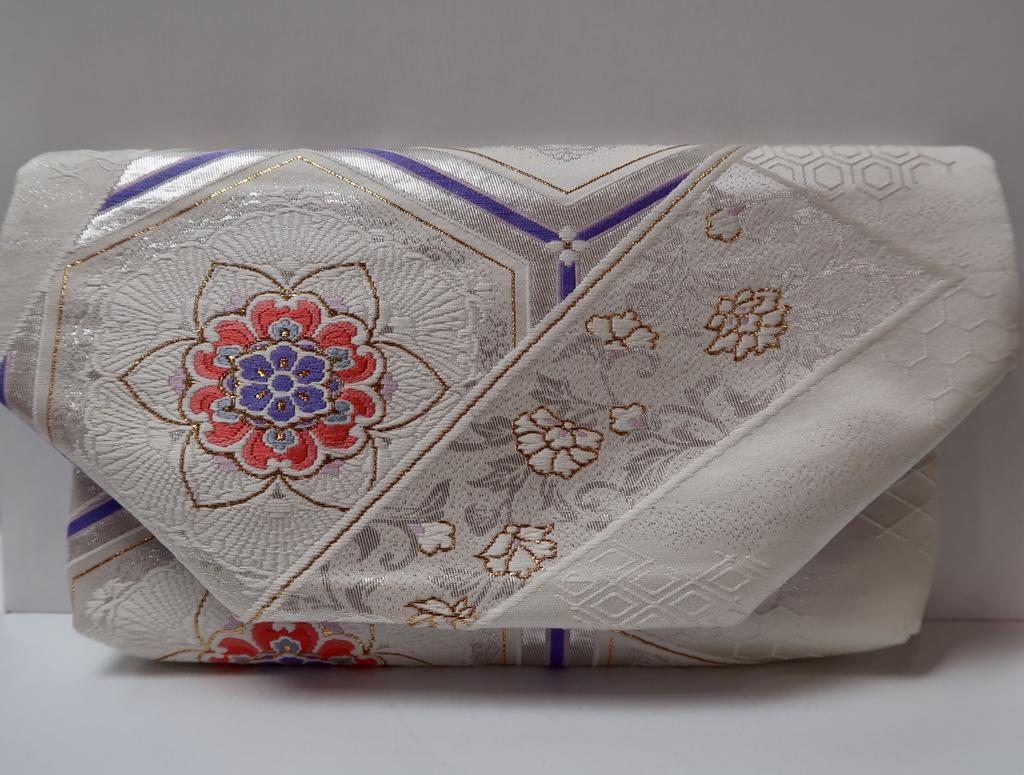 Leina Aonuma WHITE/LAVENDER/GOLD FLOWER: OBI CLUTCH