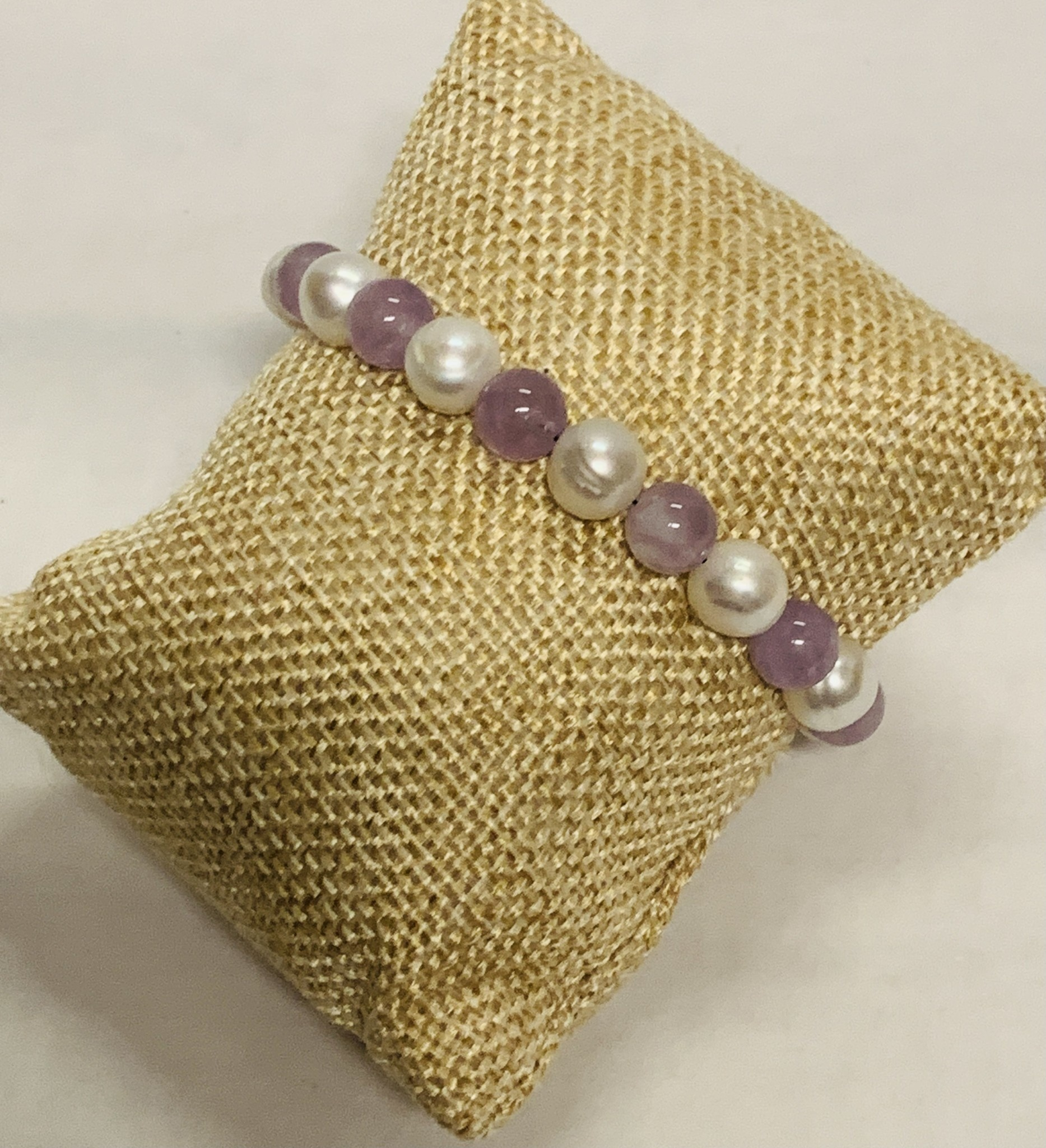 Manmade Hawaii BRACELET: AMETHYST/WHITE FW PEARL W/MAGNETIC CLASP