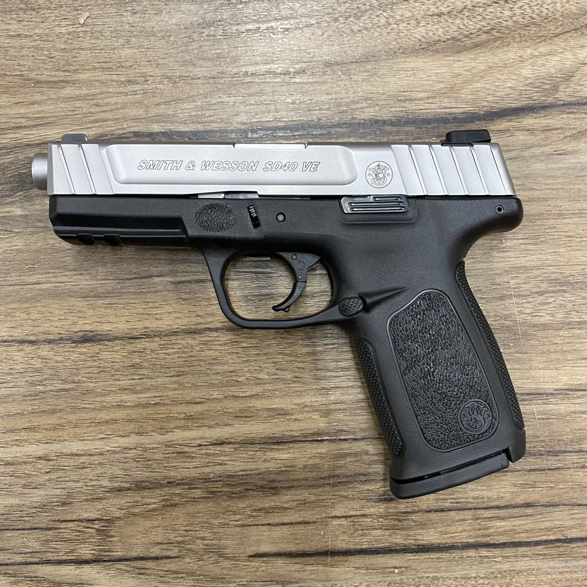 SMITH & WESSON SMITH & WESSON SD40 VE PISTOL, 40 S&W, PRE-OWNED
