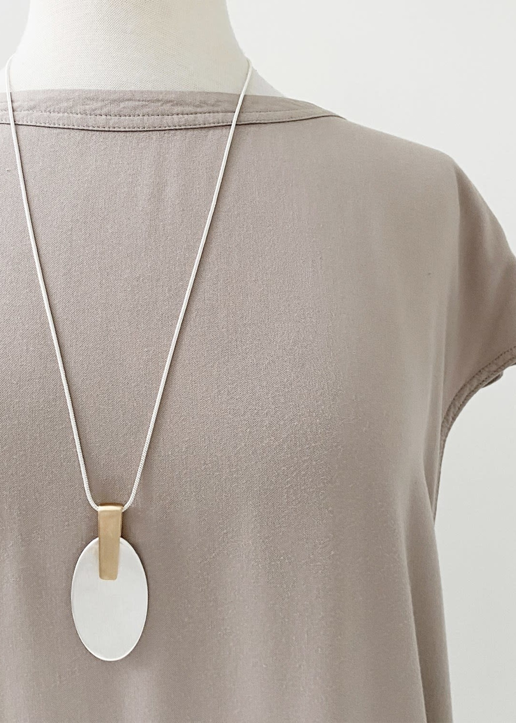Caracol Caracol Pendant  Silver Chain with GLD/Silver Pendant