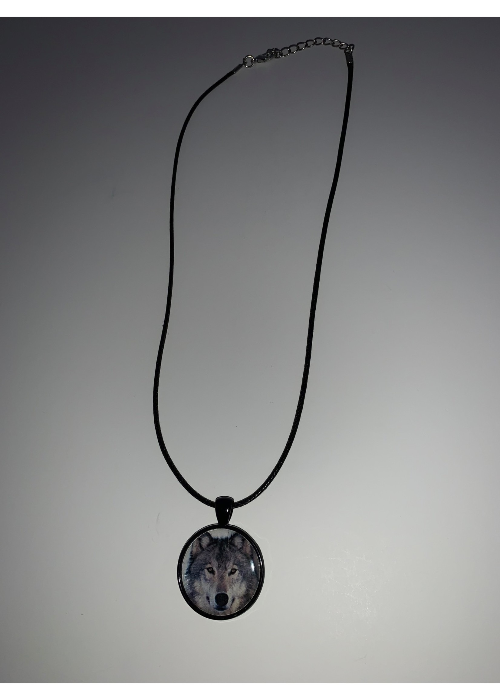 Cabochon Necklace Wolf in Black Setting