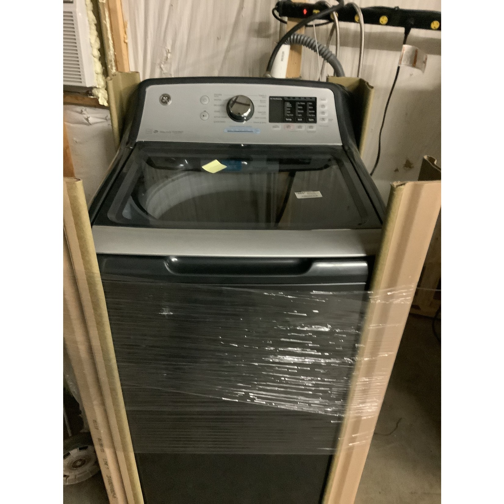 General Electric 4.8 CU.FT. CAPACITY WASHER WITH SANITIZE W/OXI AND FLEX DISPENSE