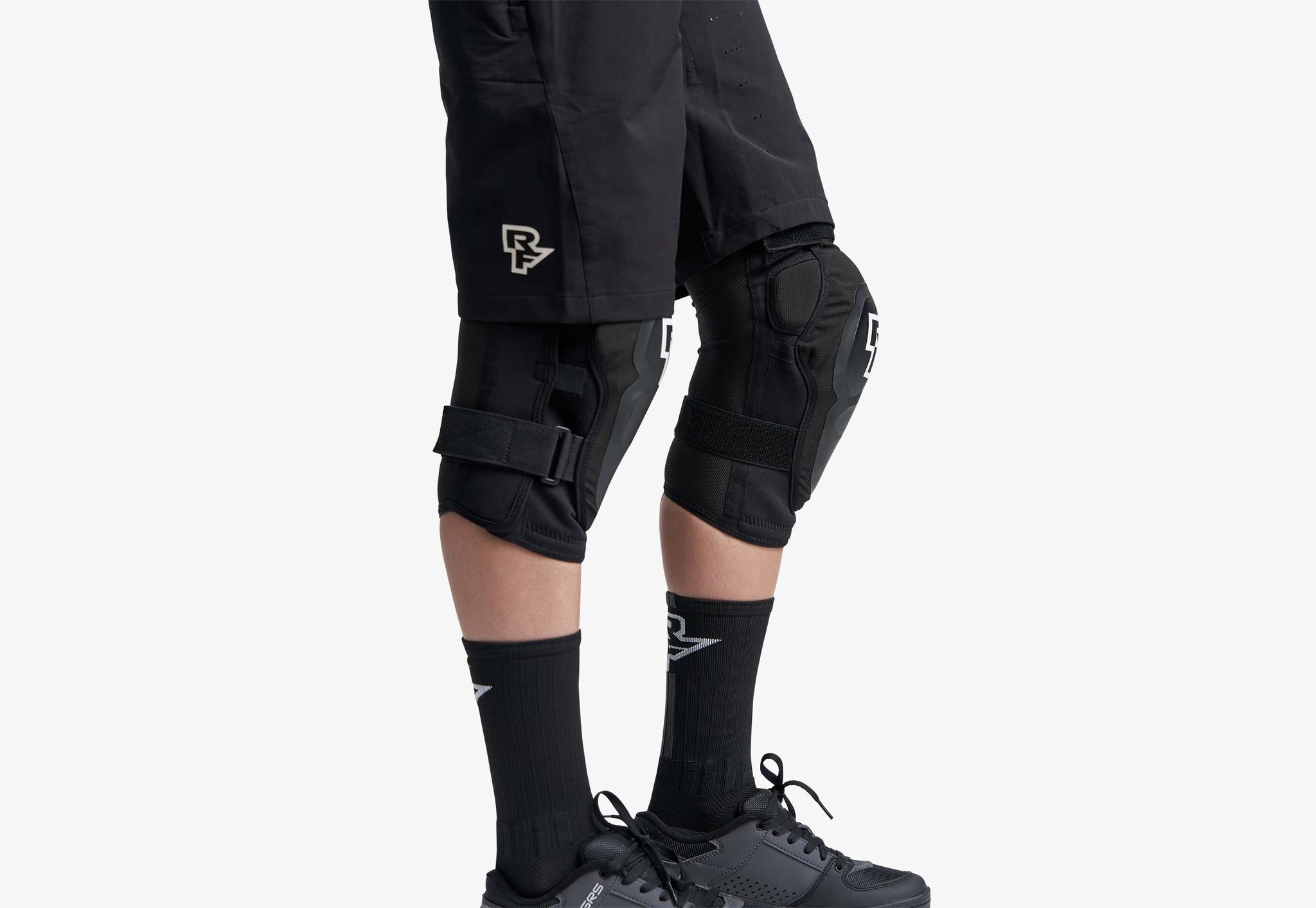 Race Face Roam Knee Pad, Stealth-1