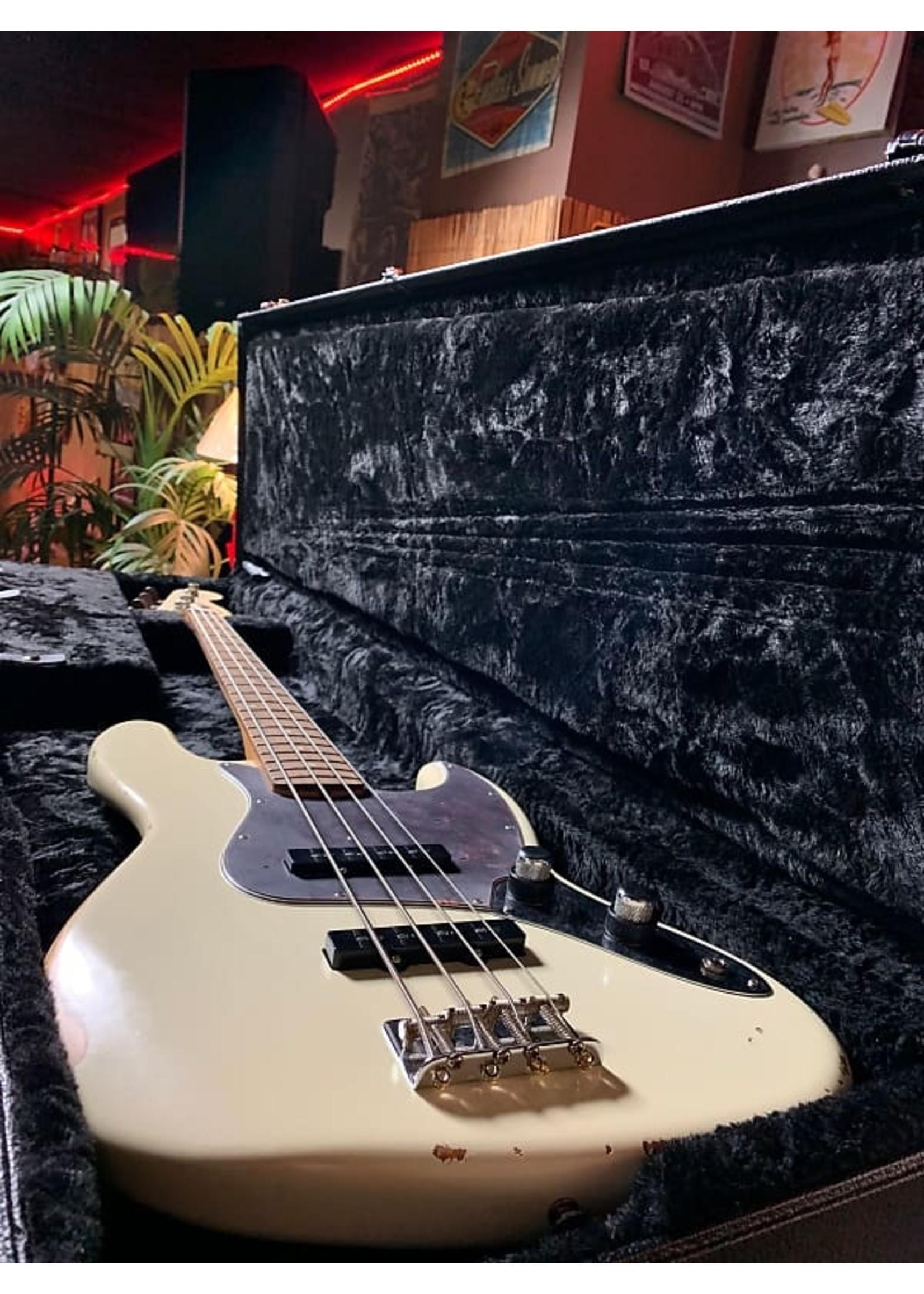 Fender Fender 60th Anniversary Roadworn Jazz Bass Olympic White