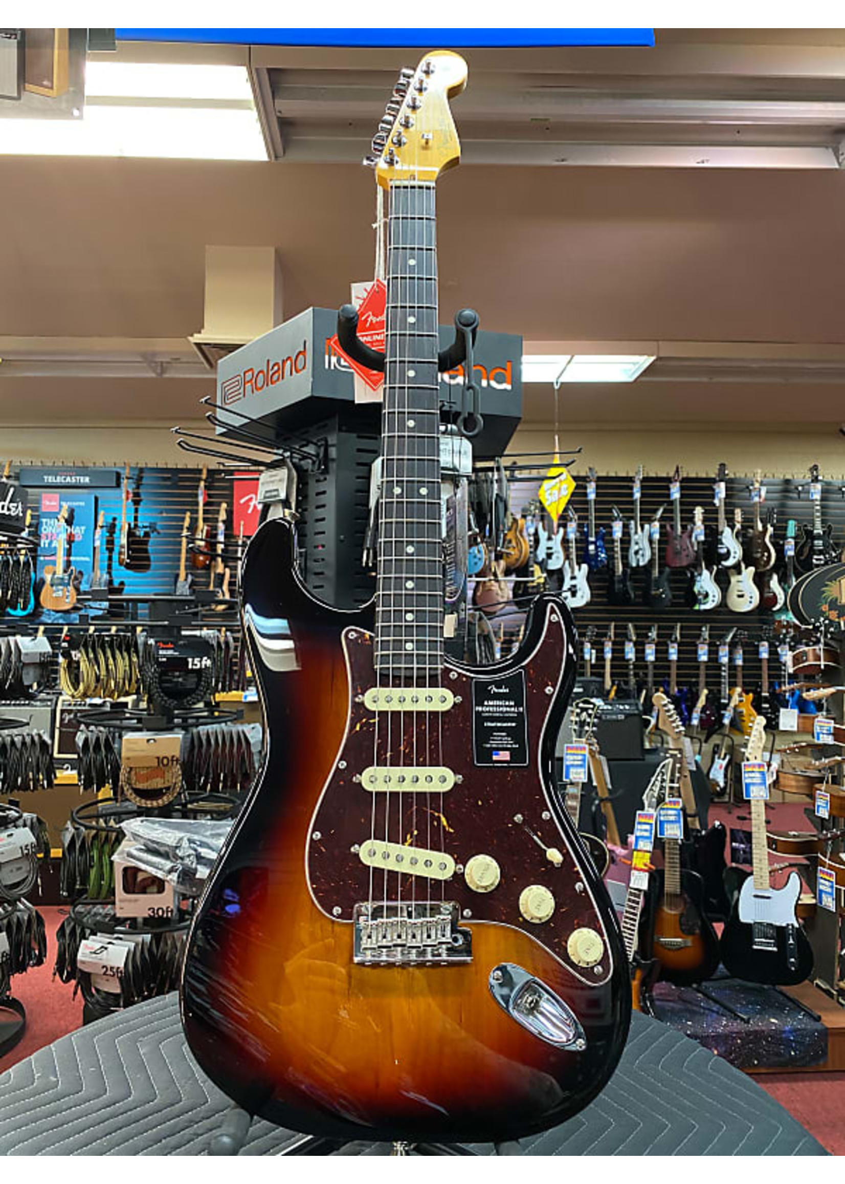 Fender Fender American Professional II Stratocaster®, Rosewood Fingerboard, 3-Color Sunburst