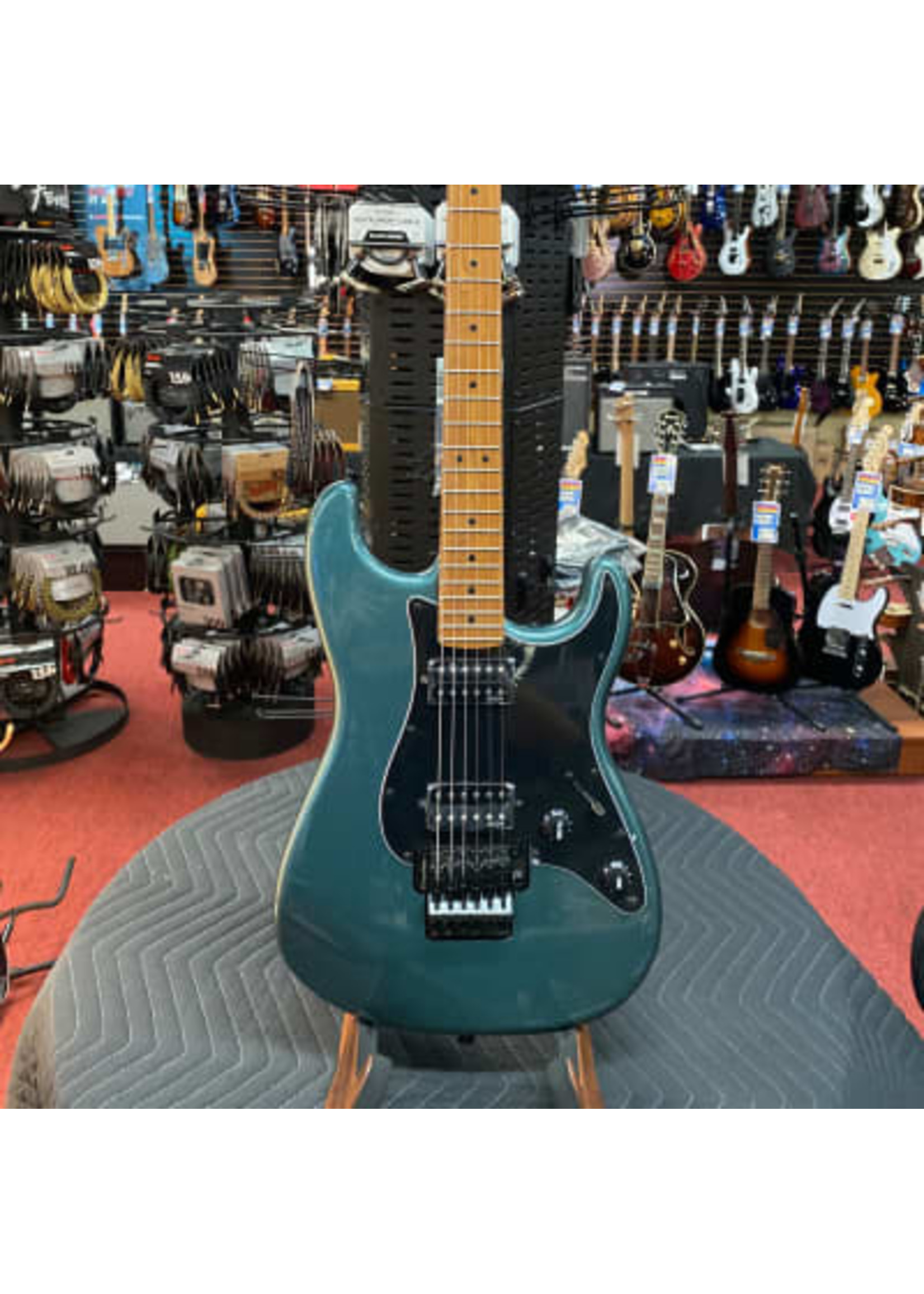 Squier Contemporary Stratocaster® HH FR, Roasted Maple Fingerboard, Black Pickguard, Gunmetal Metallic