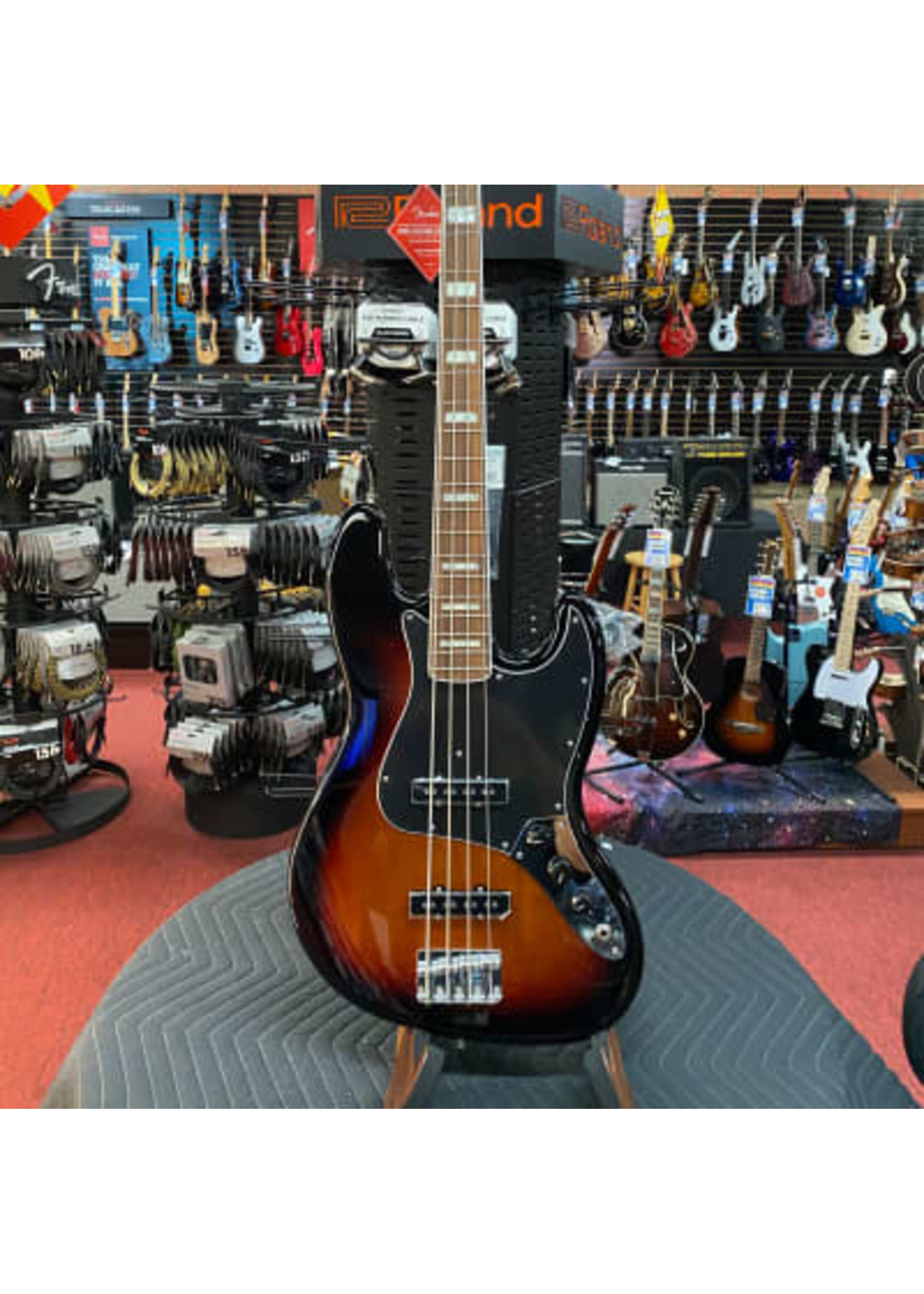 Fender Fender Vintera 70's Jass Bass in 3 Color Sunburst
