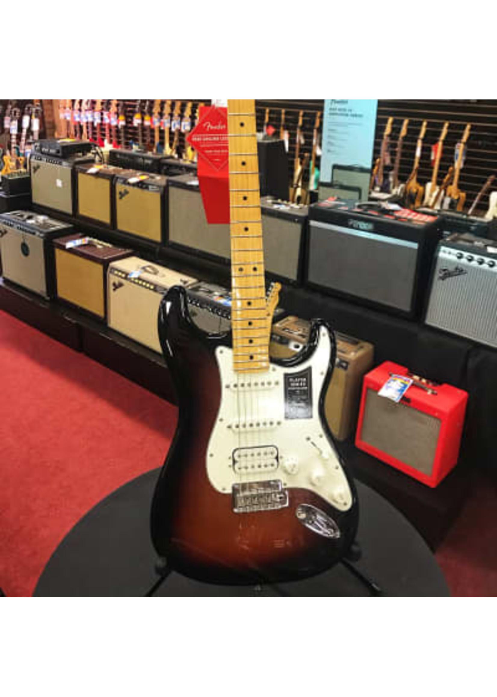 Fender Fender Player Stratocaster HSS MN 3TS in Three Tone Sunburst