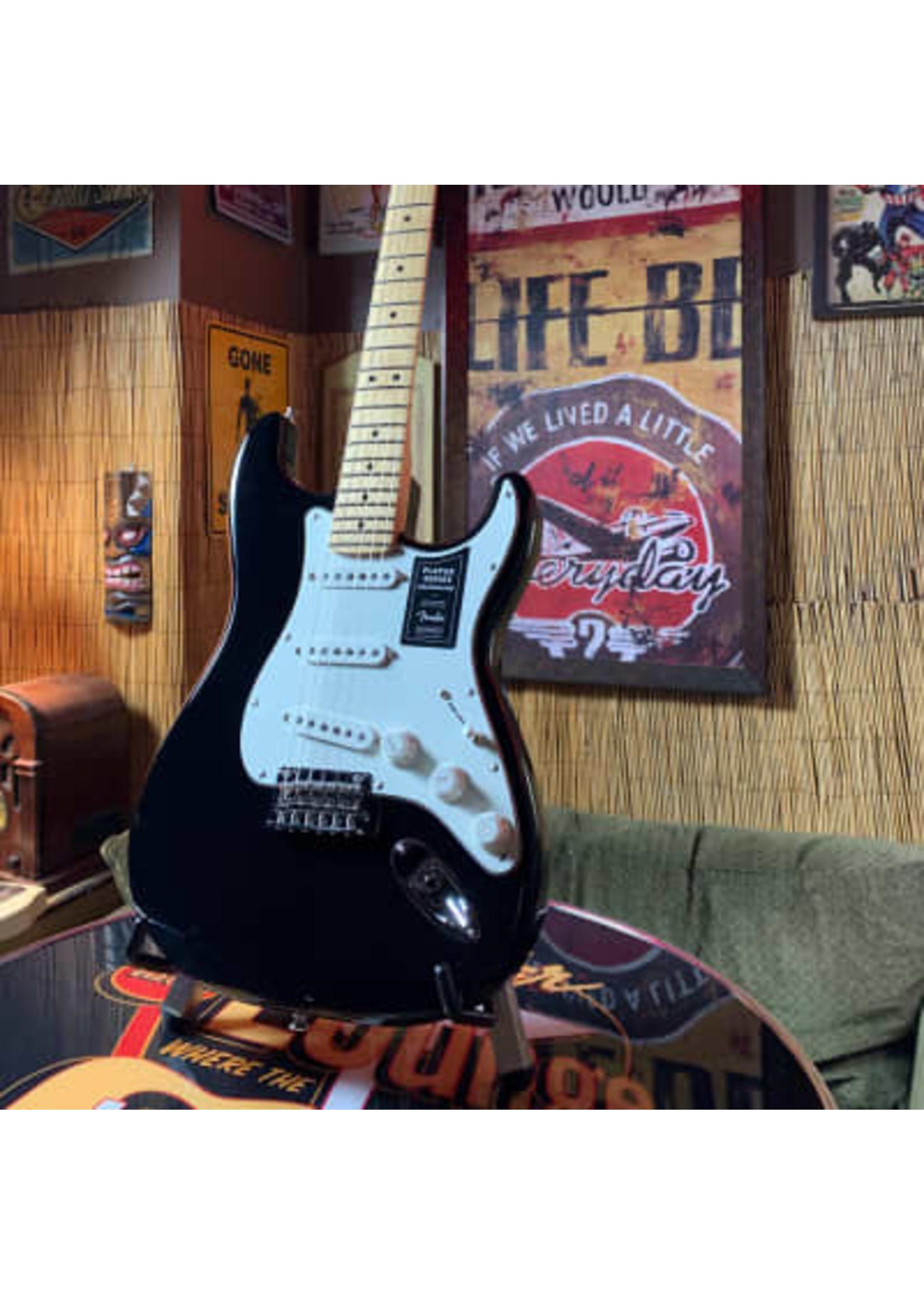 Fender Fender Player Stratocaster W/ Maple Fingerboard in Black