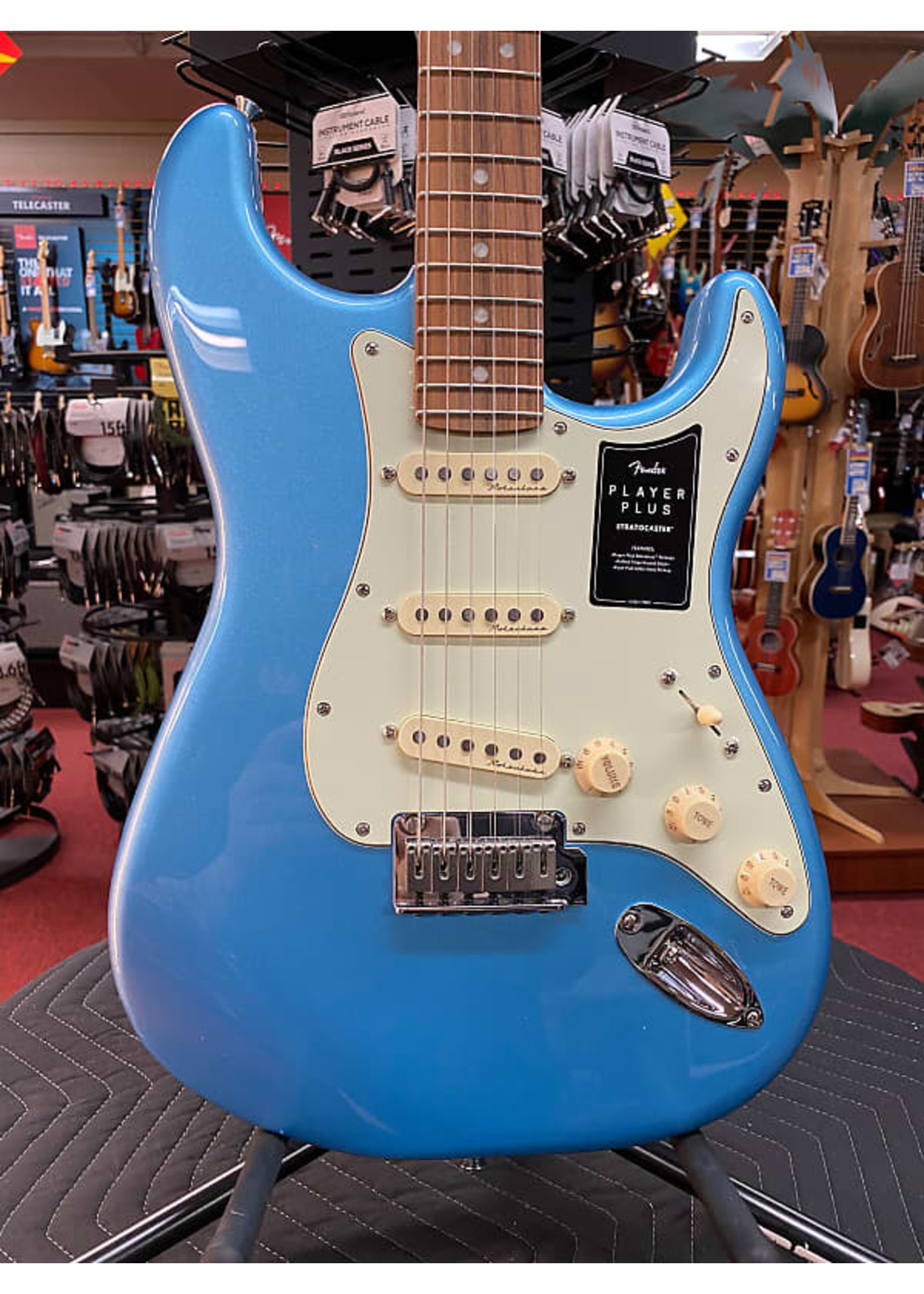 Fender Fender Player Plus Stratocaster®, Pau Ferro Fingerboard, Opal Spark